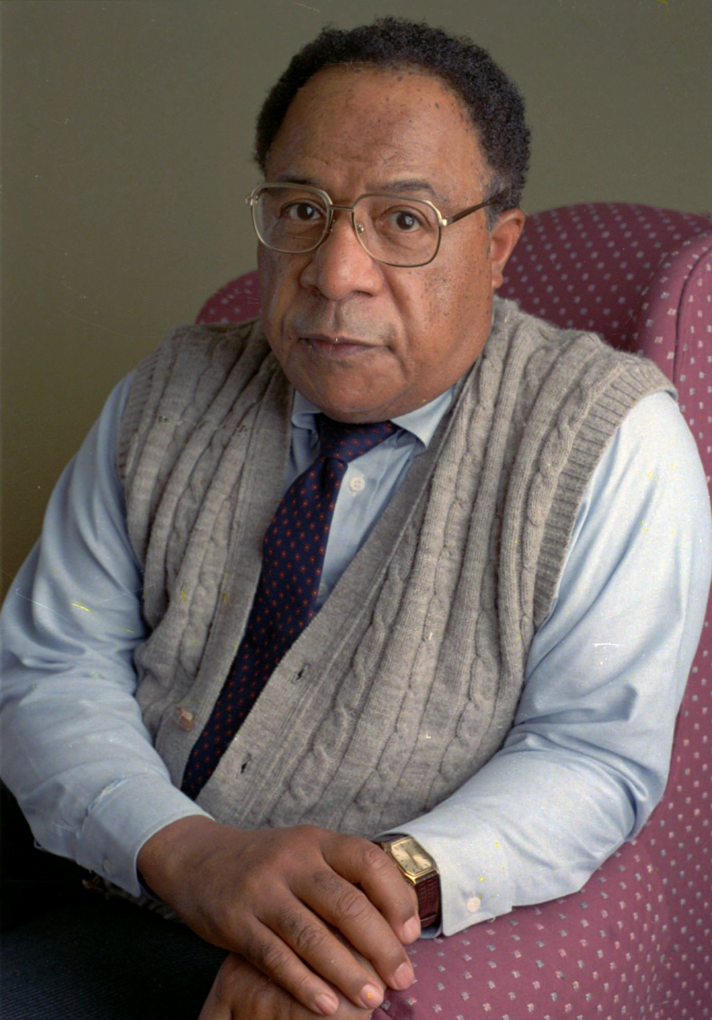 Author Alex Haley poses in New York following an interview in November 1988.