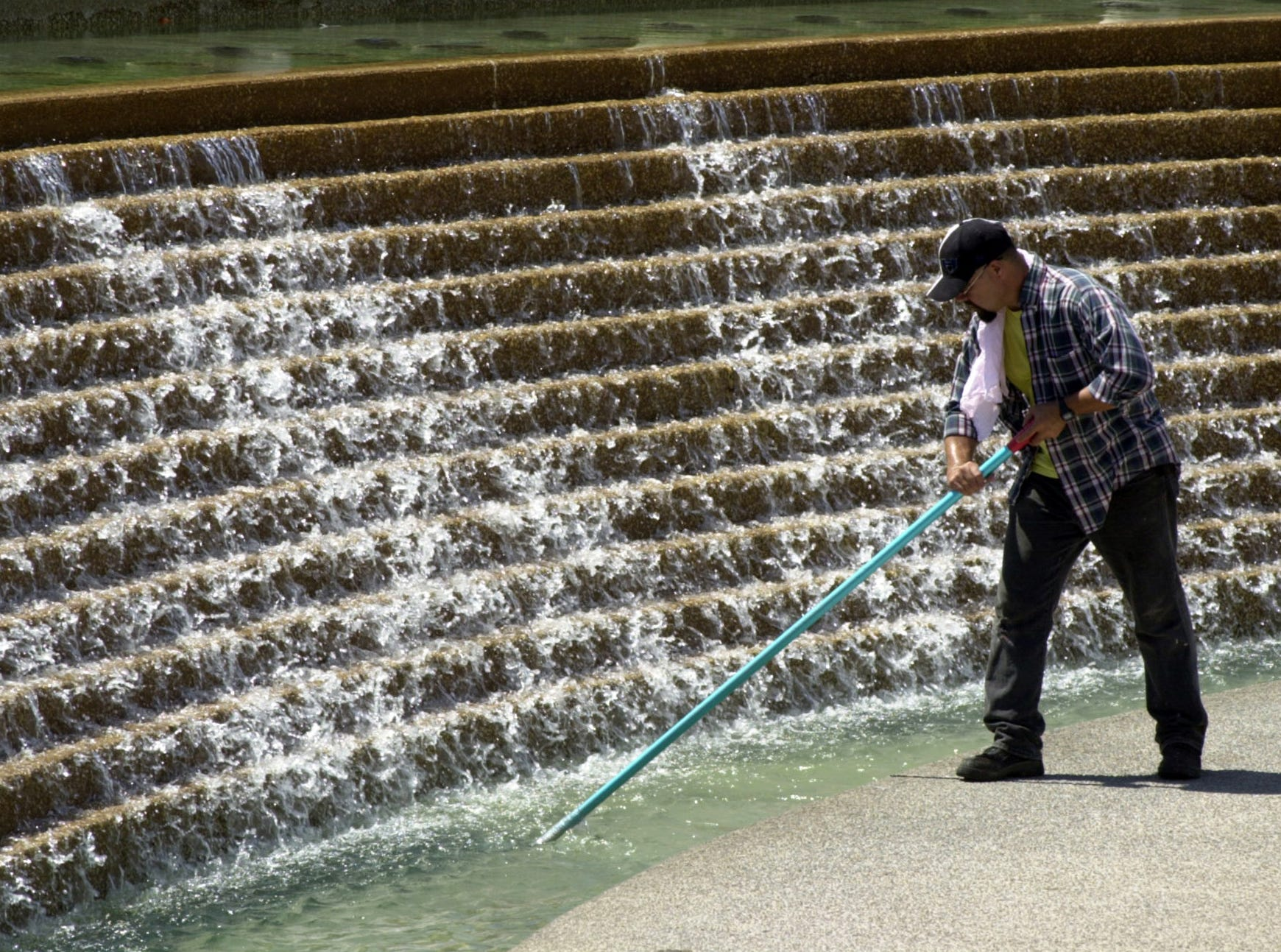 Deputy City Manager Skip Noe said in July 2001 that when reservoir levels drop below 30 percent, the City Council could consider cutting off the water at the Corpus Christi Watergarden.