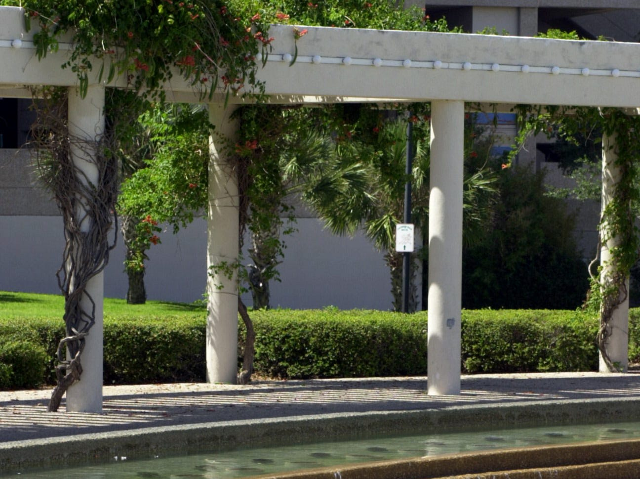 City crews would shut off the fountains in the Corpsu Christi Watergarden every Monday to clean in 2001.