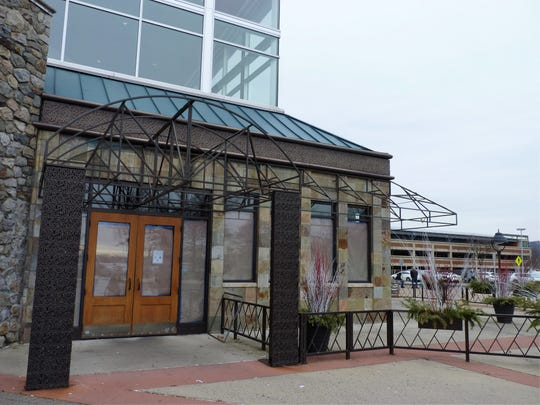 McCormick & Schmick's Seafood & Steaks at Bridgewater Commons has closed.