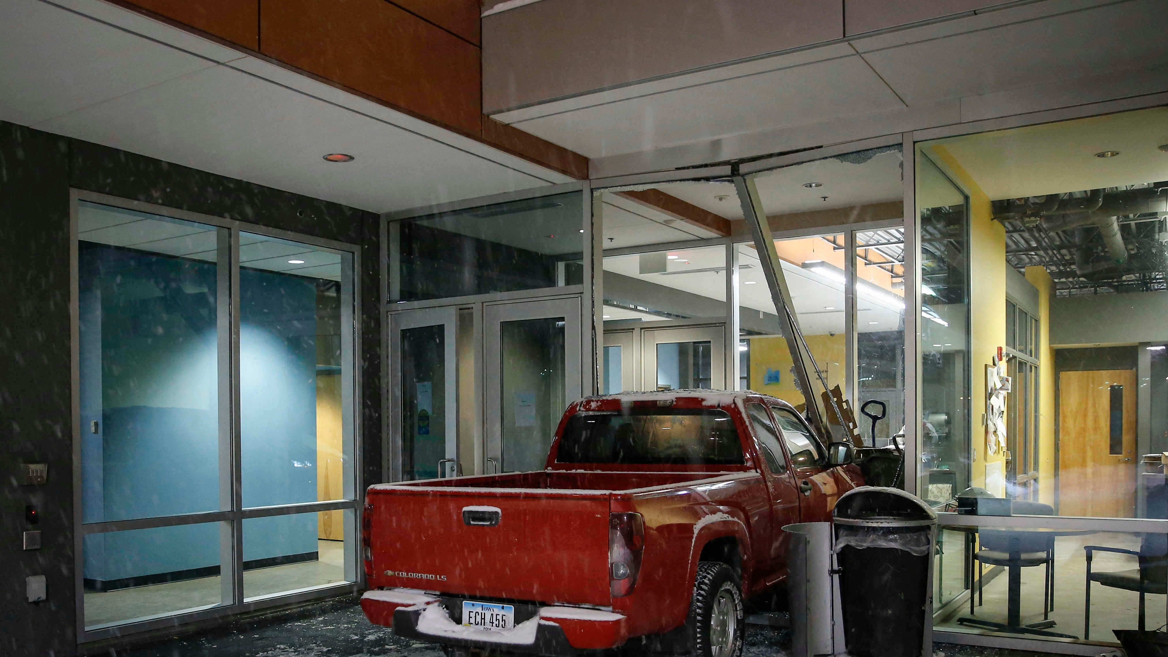 'We just heard the loudest bang': Truck crashes into Des Moines homeless shelter during snowstorm