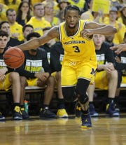 Michigan guard Zavier Simpson drives against Minnesota  during second half action Tuesday, January 22 , 2019 at the Crisler Center in Ann Arbor, Mich.