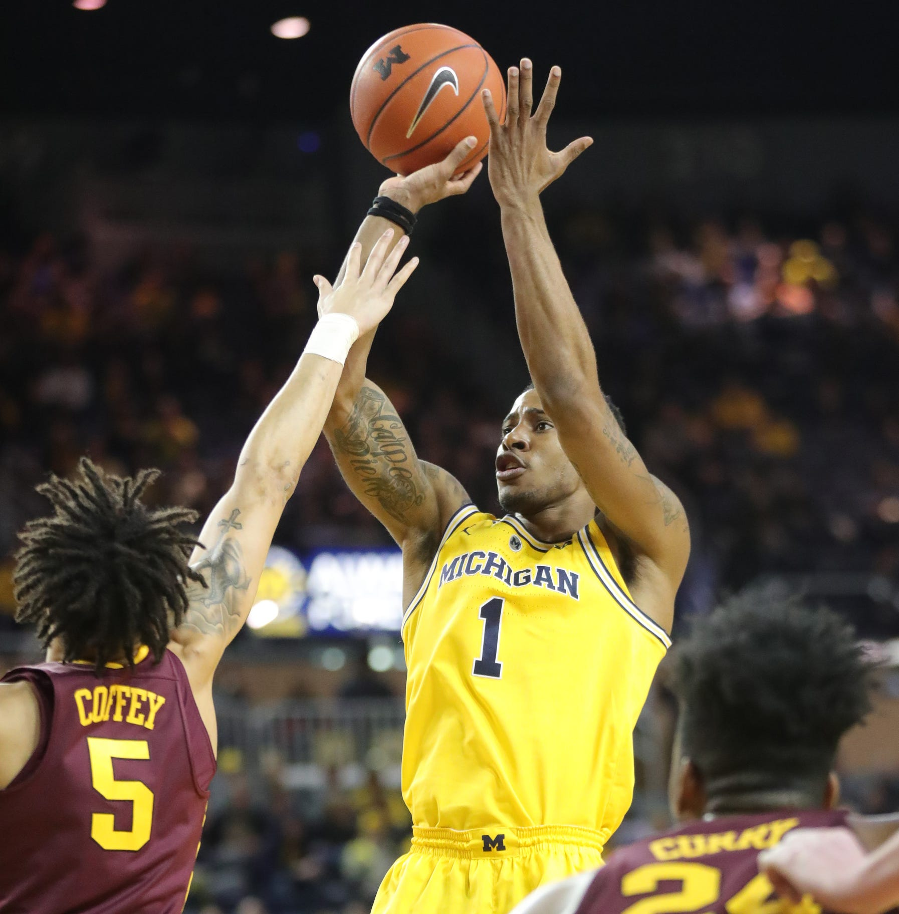 U-M basketball has greatness within reach, if only it can lighten up
