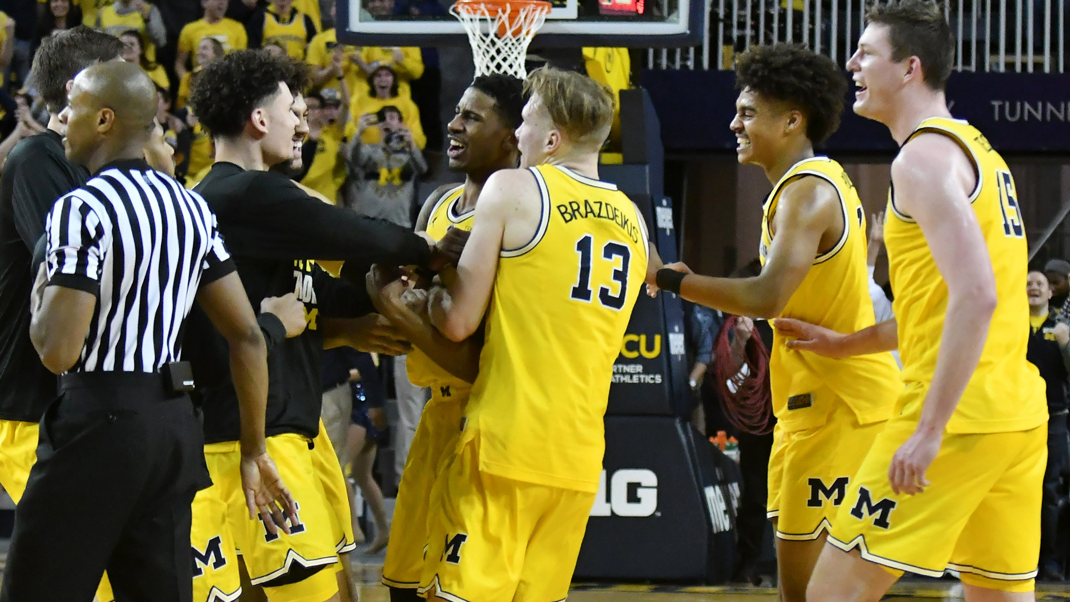 Niyo: Wolverines breathe sigh of relief after clutch win