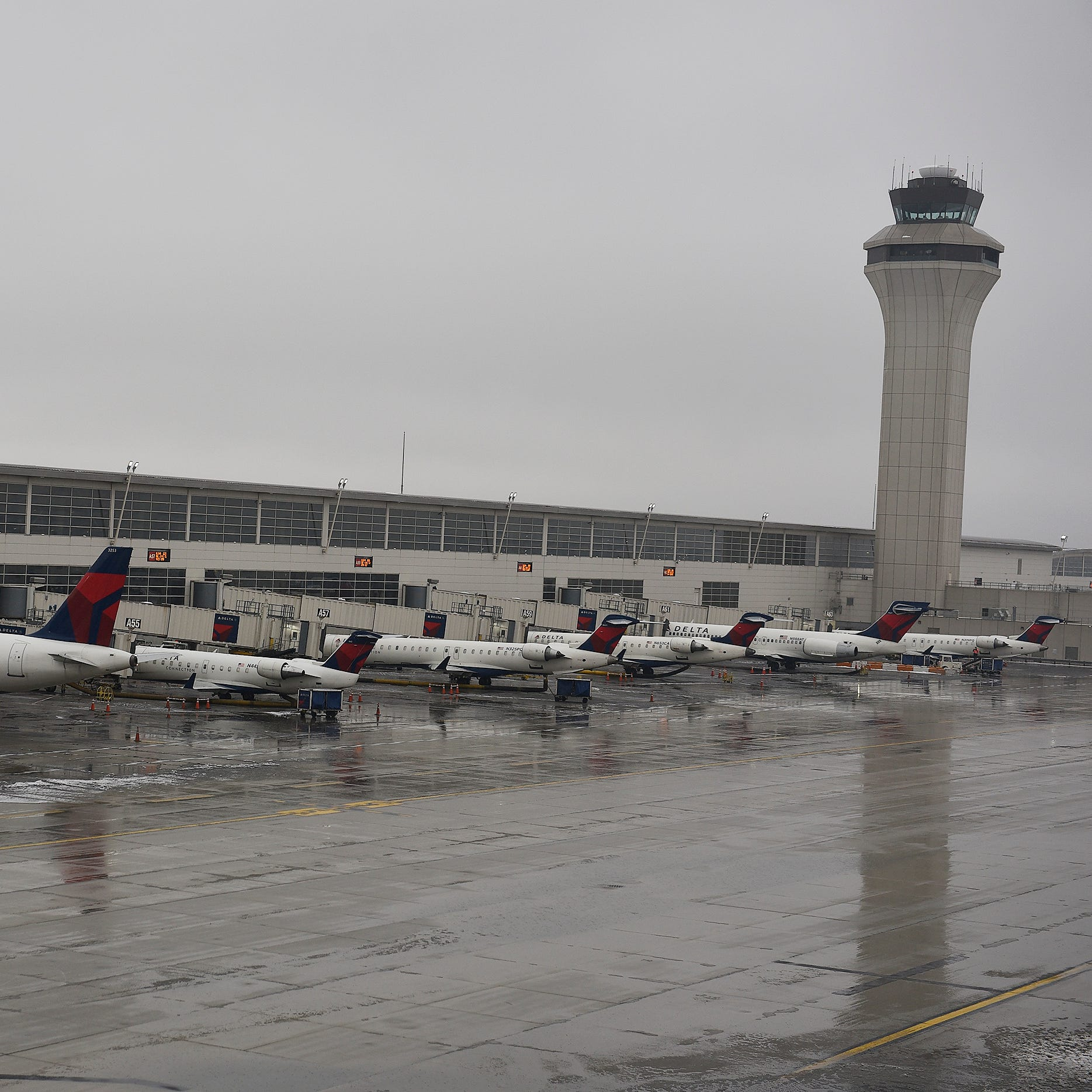 Detroit Metro Airport reopens after closing over weather