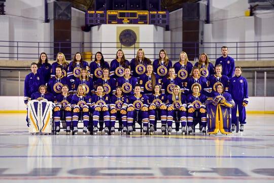 The 2018-19 Elmira College women's hockey team.