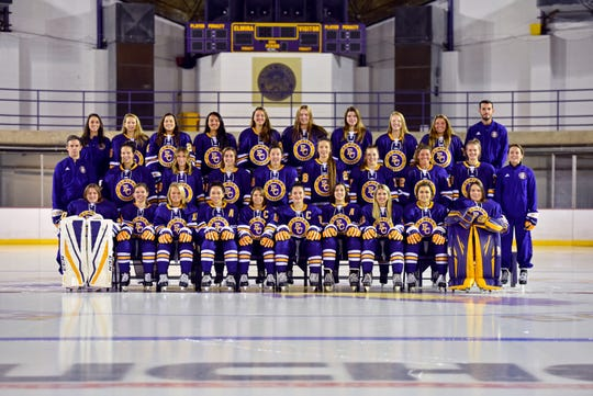 The 2018-19 Elmira College women's hockey team.