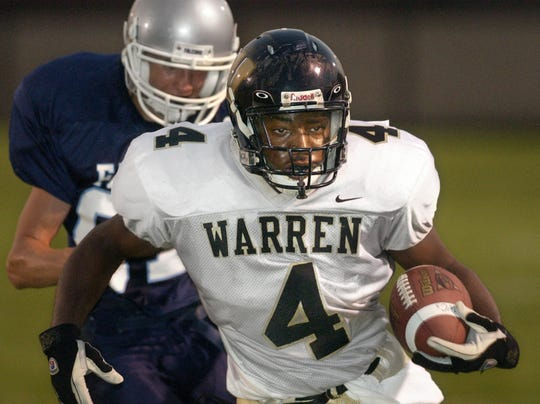 Warren Central's Mark Bonds outruns Perry Meridian's Jared Moore to the end zone in 2003.