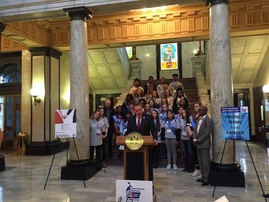 Jeff Fehlis, executive vice president of the South Region of the American Cancer Society, speaks at a rally in the Mississippi capitol.