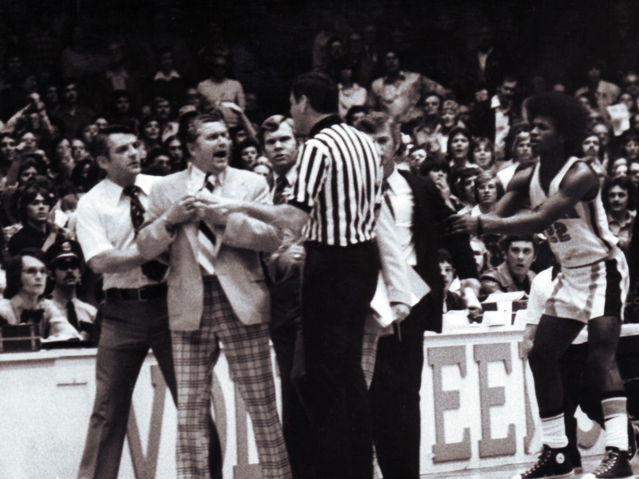 University of Tennessee basketball Coach Ray Mears has a dIsagreement with the officials in a 1976 photograph.