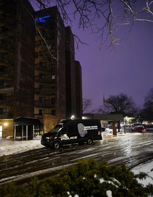 Lansing Police are at the scene of a death investigation at Riverview Apartment early Wednesday morning, Jan. 23, 2018.  The apartment complex is in the 600 block of N. Cedar St. in Lansing.