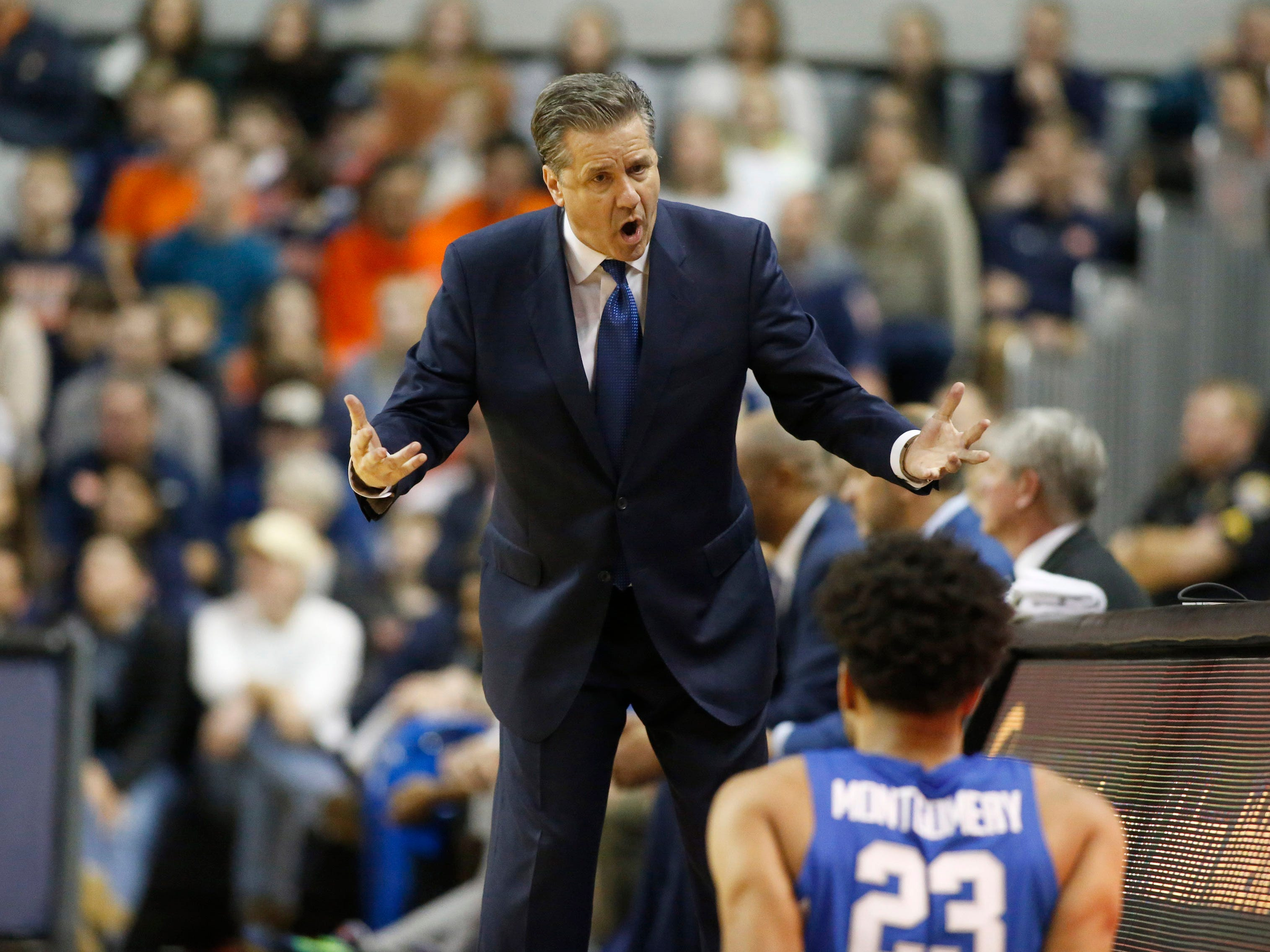 Jan 19, 2019; Auburn, AL, USA;  Kentucky Wildcats head coach John Calipari talks to forward PJ Washington (25) during the second half against the Auburn Tigers at Auburn Arena. Mandatory Credit: John Reed-USA TODAY Sports