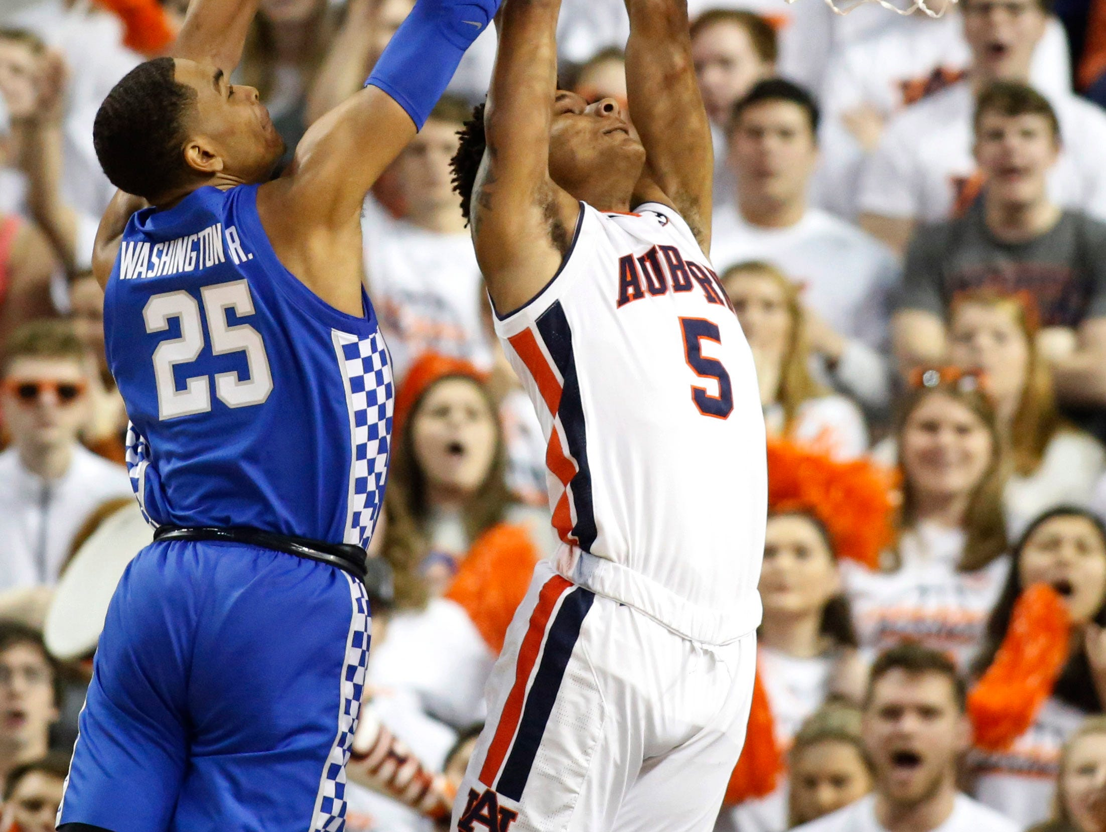 Jan 19, 2019; Auburn, AL, USA; Auburn Tigers forward Chuma Okeke has his shot blocked by Kentucky Wildcats forward PJ Washington (25) during the first half at Auburn Arena. Mandatory Credit: John Reed-USA TODAY Sports