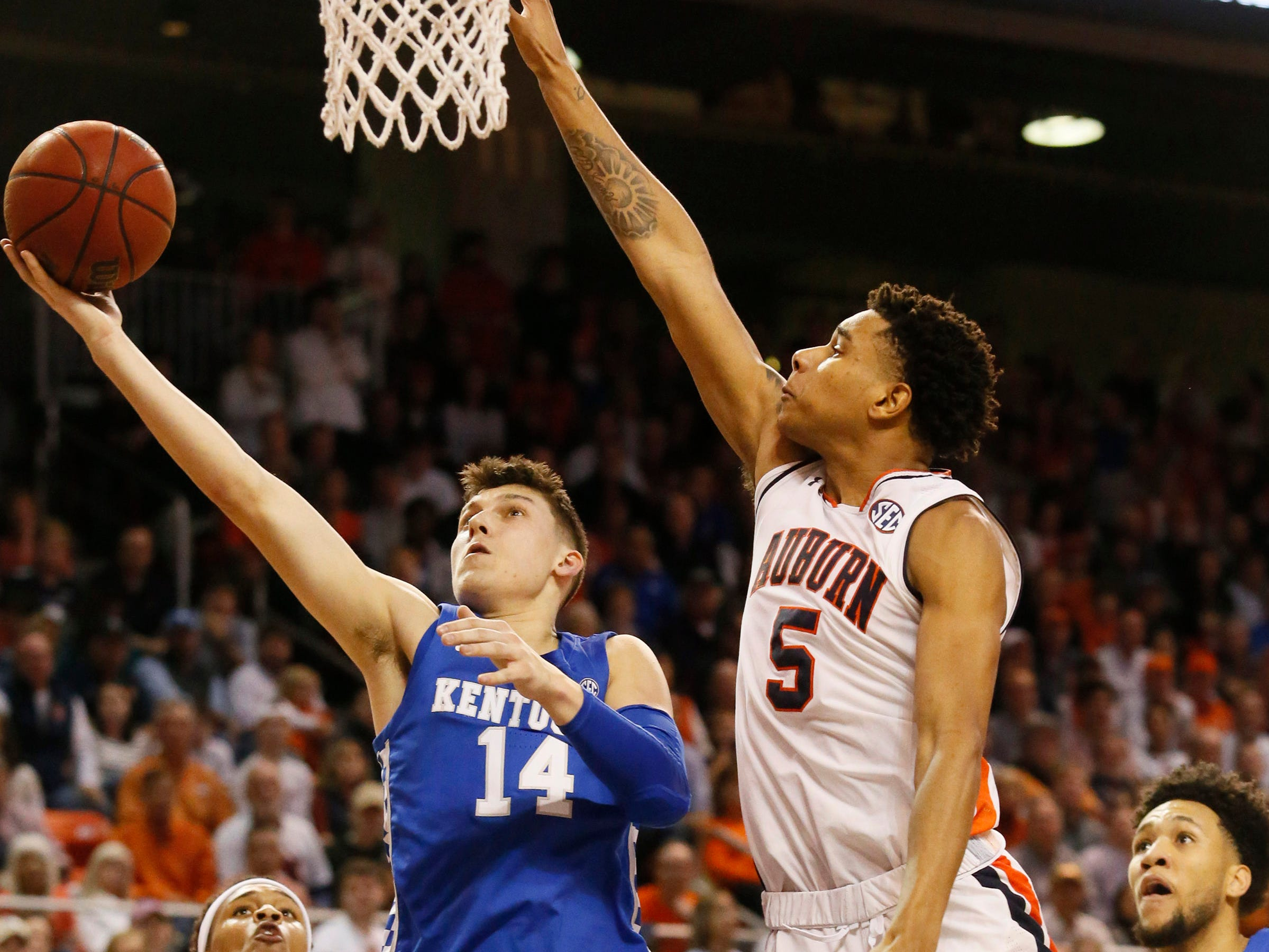 Jan 19, 2019; Auburn, AL, USA;  Kentucky Wildcats guard Tyler Herrd (14) takes a shot as Auburn Tigers forward Chuma Okeke (5) defends during the first half at Auburn Arena. Mandatory Credit: John Reed-USA TODAY Sports