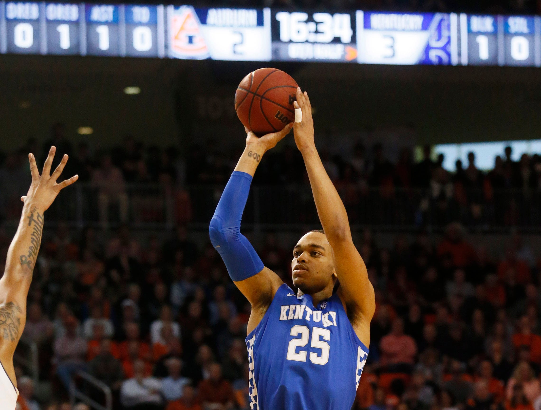 Jan 19, 2019; Auburn, AL, USA; Kentucky Wildcats forward PJ Washington (25) takes a shot against the Auburn Tigers during the first half at Auburn Arena. Mandatory Credit: John Reed-USA TODAY Sports