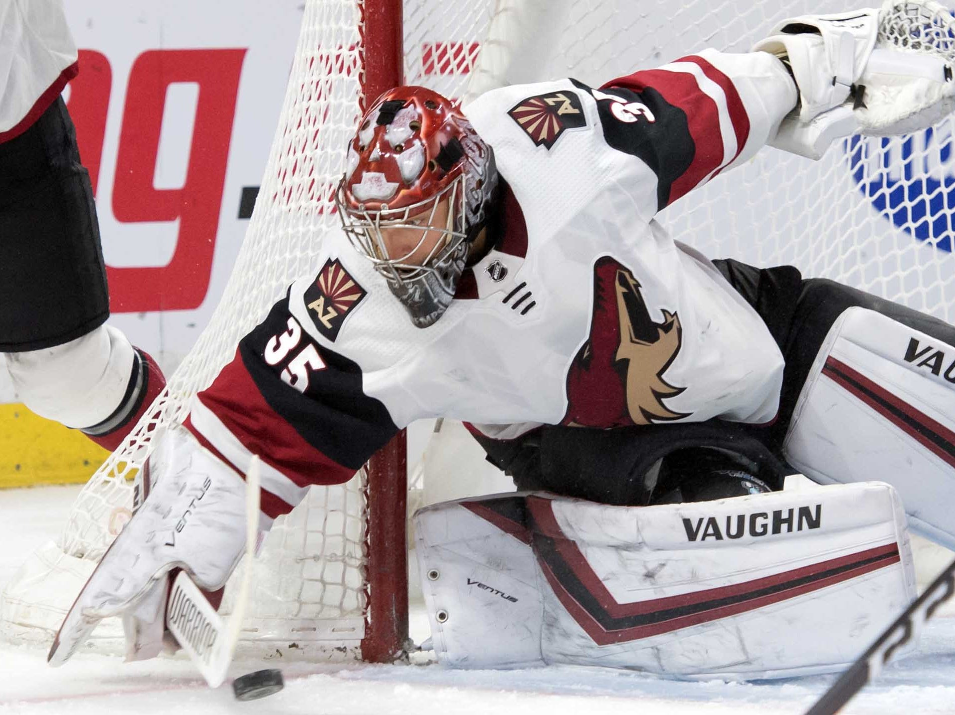 Jan 22, 2019; Ottawa, Ontario, CAN; Arizona Coyotes goalie Darcy Kuemper (35) makes a save in the second period against the Ottawa Senators at the Canadian Tire Centre. Mandatory Credit: Marc DesRosiers-USA TODAY Sports