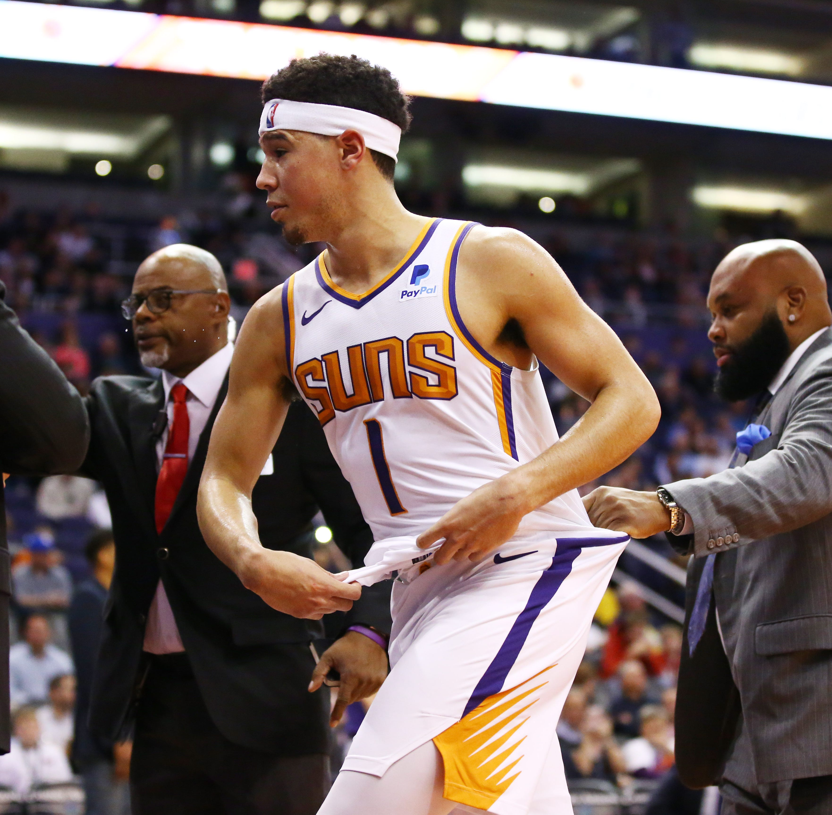 Suns' Devin Booker loses control, tries to confront Timberwolves' Gorgui Dieng in tunnel