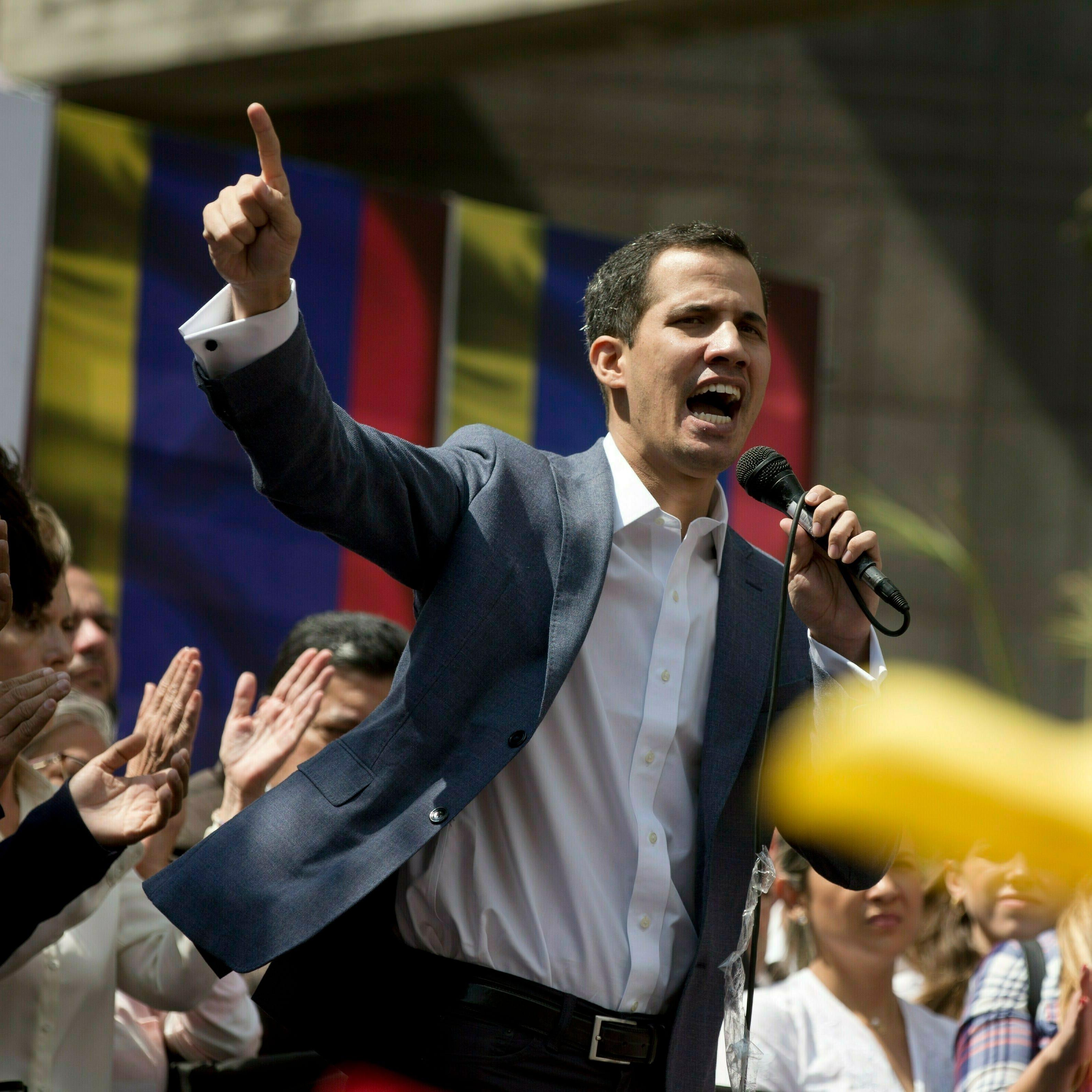 Juan Guaidó se declara presidente interino de Venezuela, EEUU lo apoya