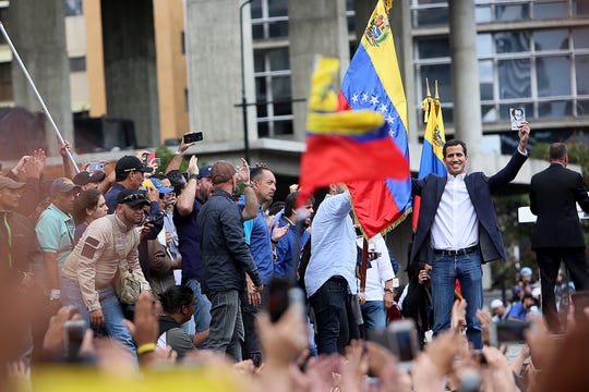 Juan Guaidó, líder opositor en Venezuela, se autodeclaró presidente interino de Venezuela.