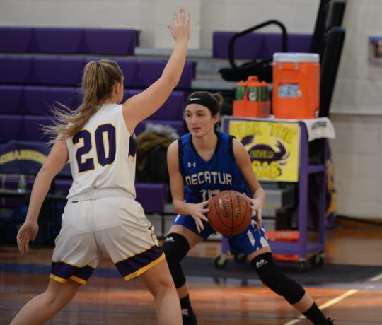 Decatur's Jess Janney goes against Crisfield's Lainie Pruitt on Tuesday, Jan. 22, 2019.