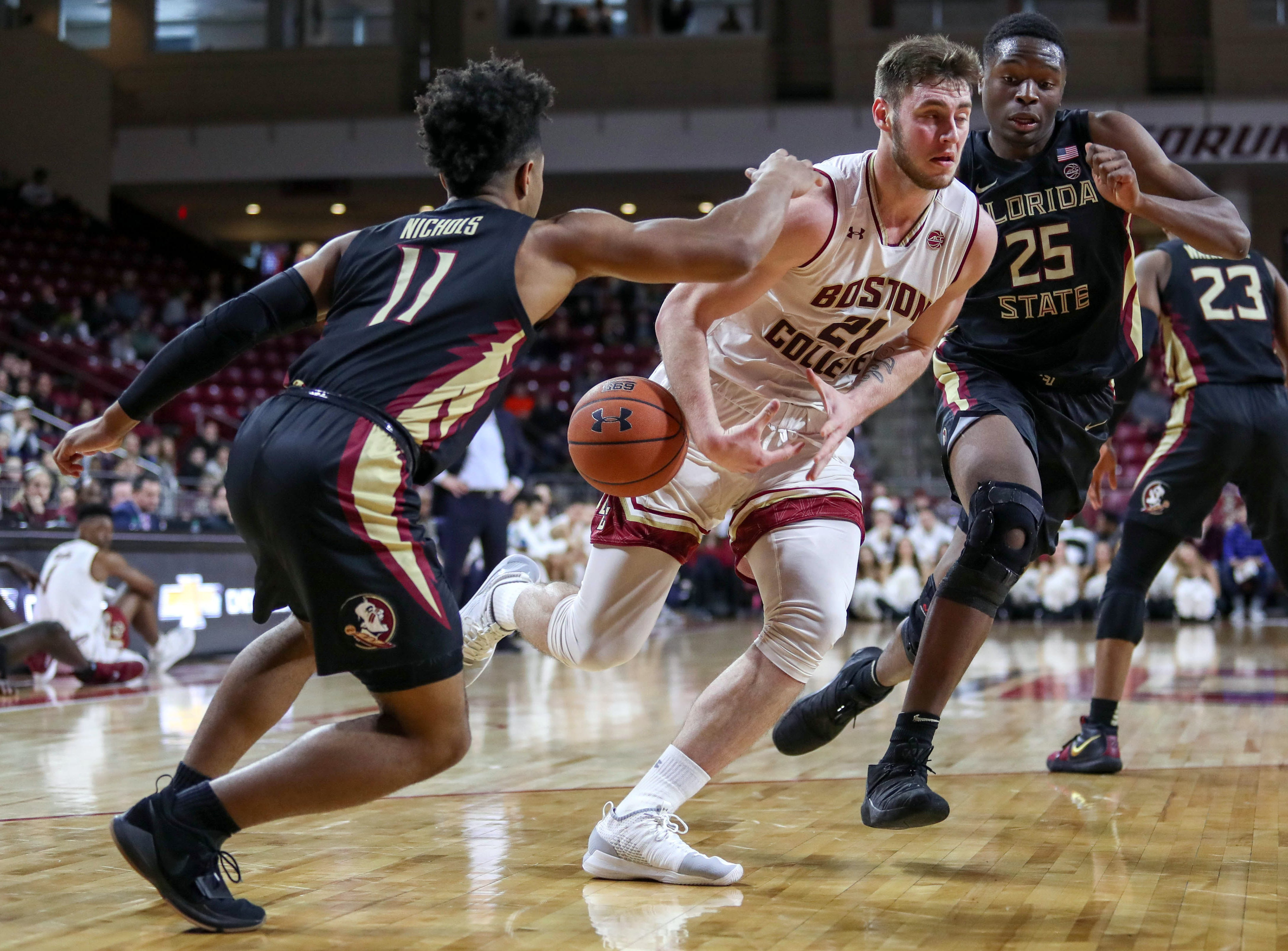 Jan 20, 2019; Chestnut Hill, MA, USA; Boston College Eagles forward Nik Popovic (21) loose the ball defended by Florida State Seminoles guard David Nichols (11) during the first half at Conte Forum. Mandatory Credit: Paul Rutherford-USA TODAY Sports