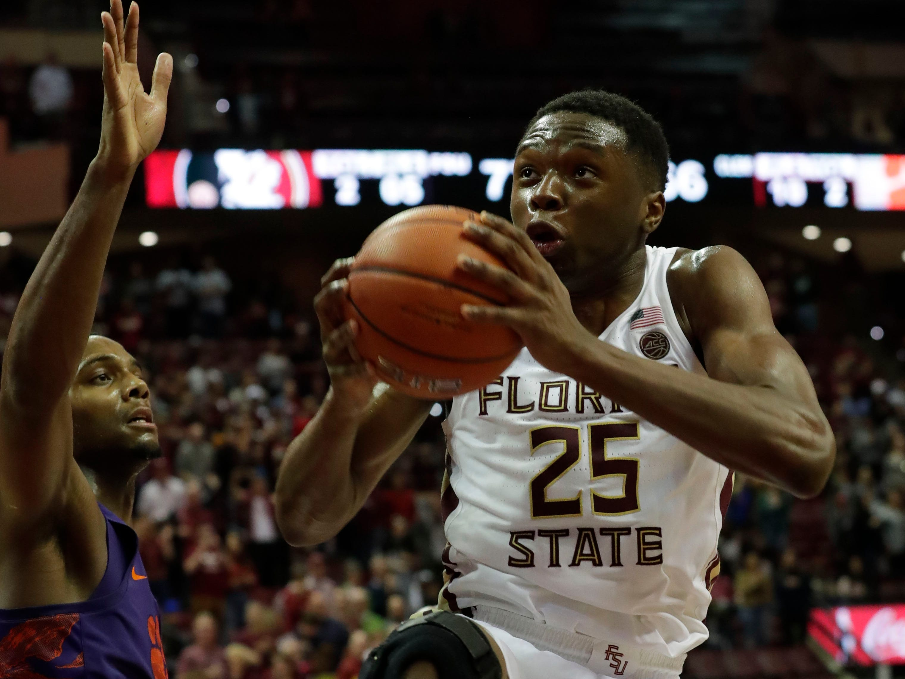 Florida State Seminoles forward Mfiondu Kabengele (25) drives the ball in to dunk on the Tigers. The Florida State Seminoles face off against the Clemson Tigers at the Tucker Civic Center, Tuesday, Jan. 22, 2019.