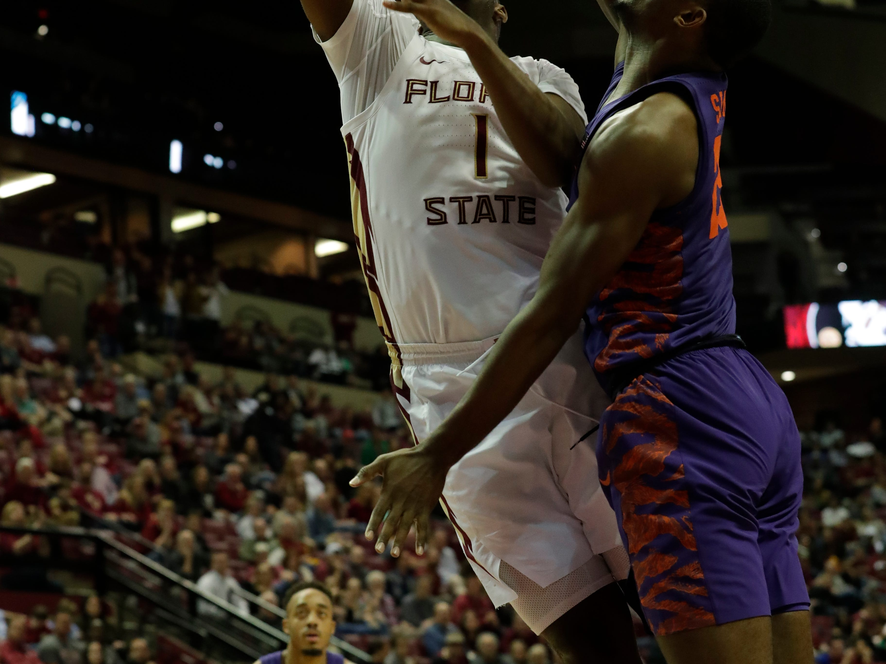 Florida State Seminoles forward Raiquan Gray (1) goes in for a layup. The Florida State Seminoles face off against the Clemson Tigers at the Tucker Civic Center, Tuesday, Jan. 22, 2019.