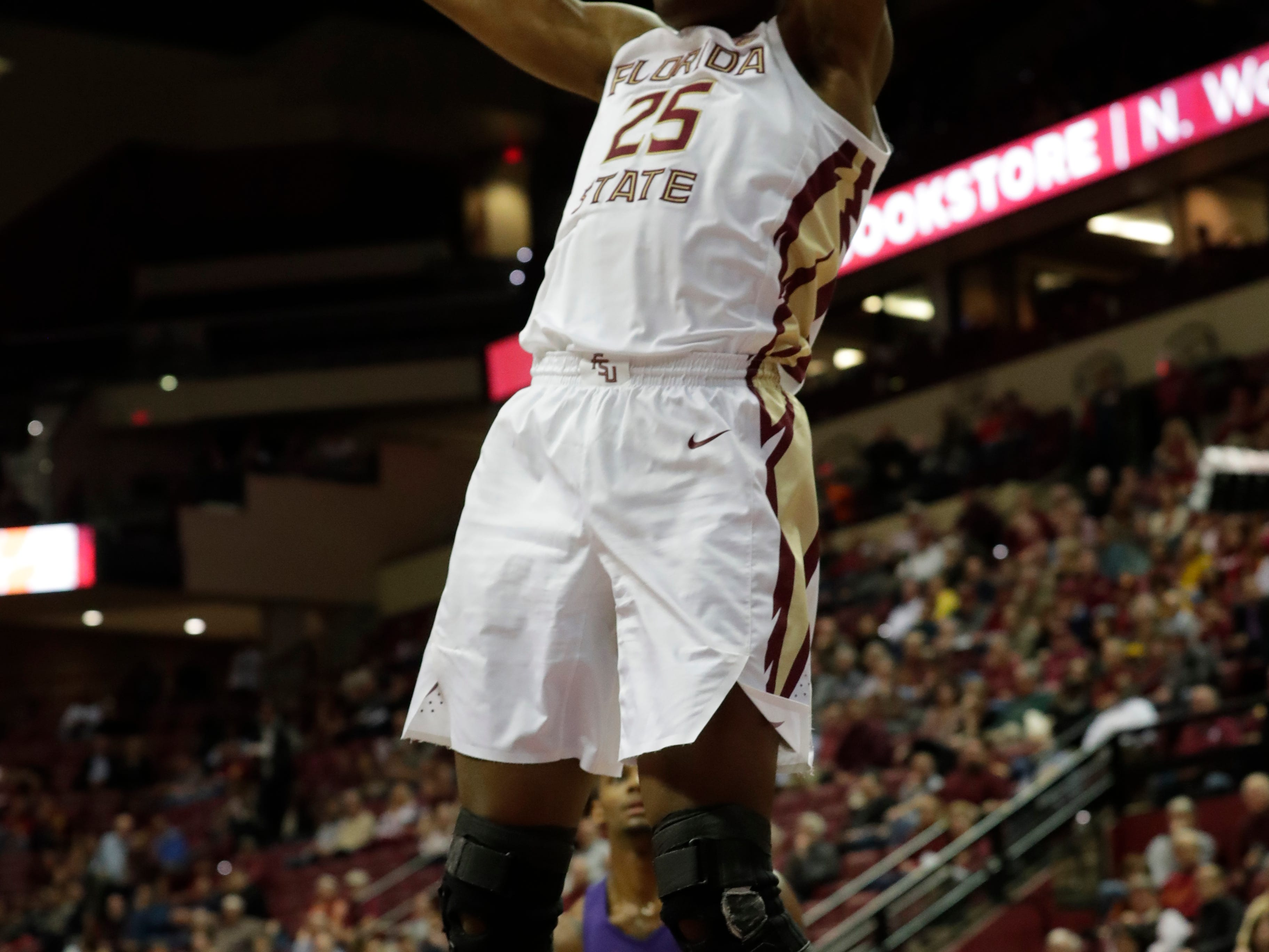 Florida State Seminoles forward Mfiondu Kabengele (25) dunks the ball. The Florida State Seminoles face off against the Clemson Tigers at the Tucker Civic Center, Tuesday, Jan. 22, 2019.