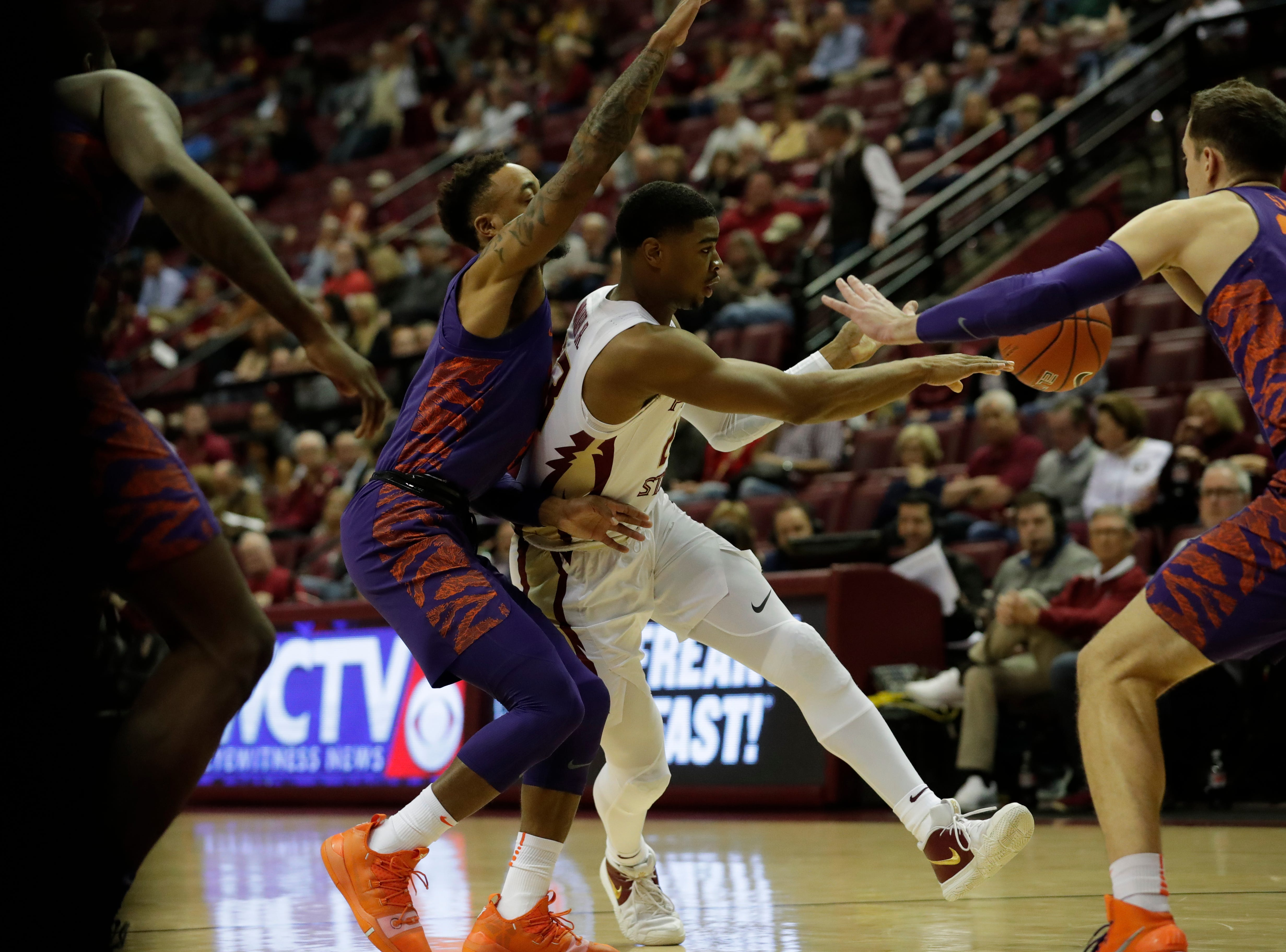 The Florida State Seminoles face off against the Clemson Tigers at the Tucker Civic Center, Tuesday, Jan. 22, 2019.