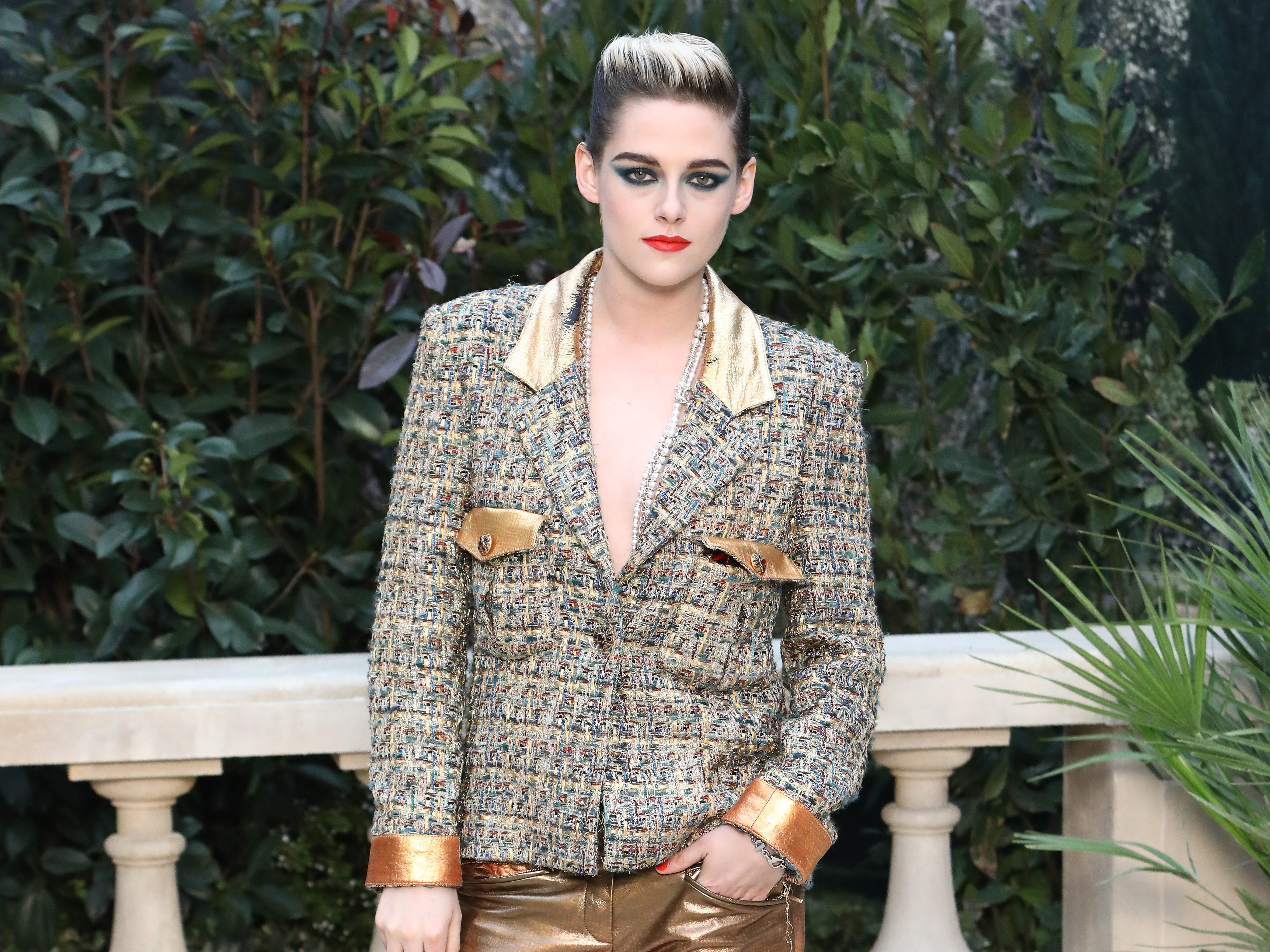 PARIS, FRANCE - JANUARY 22: Kristen Stewart attends the Chanel Haute Couture Spring Summer 2019 show as part of Paris Fashion Week  on January 22, 2019 in Paris, France. (Photo by Julien M. Hekimian/Getty Images for Chanel) ORG XMIT: 775281016 ORIG FILE ID: 1097987080