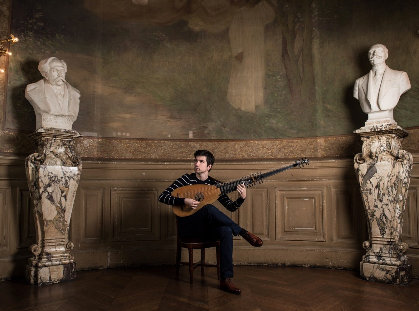 Lute player Thomas Dunford.