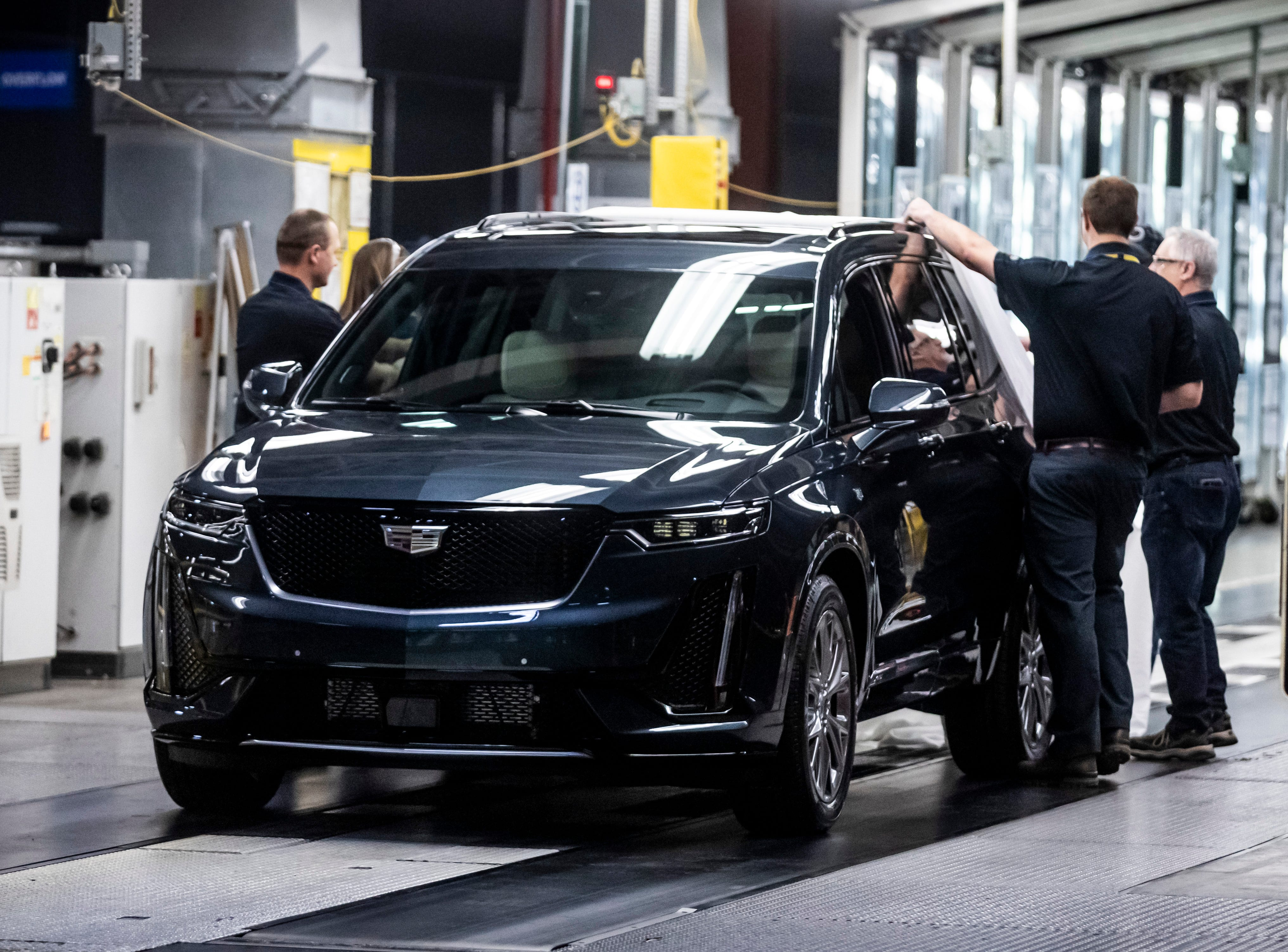 Gm Rolls Out Cadillac Xt6 At Tennessee Plant Plans Cadillac Comeback