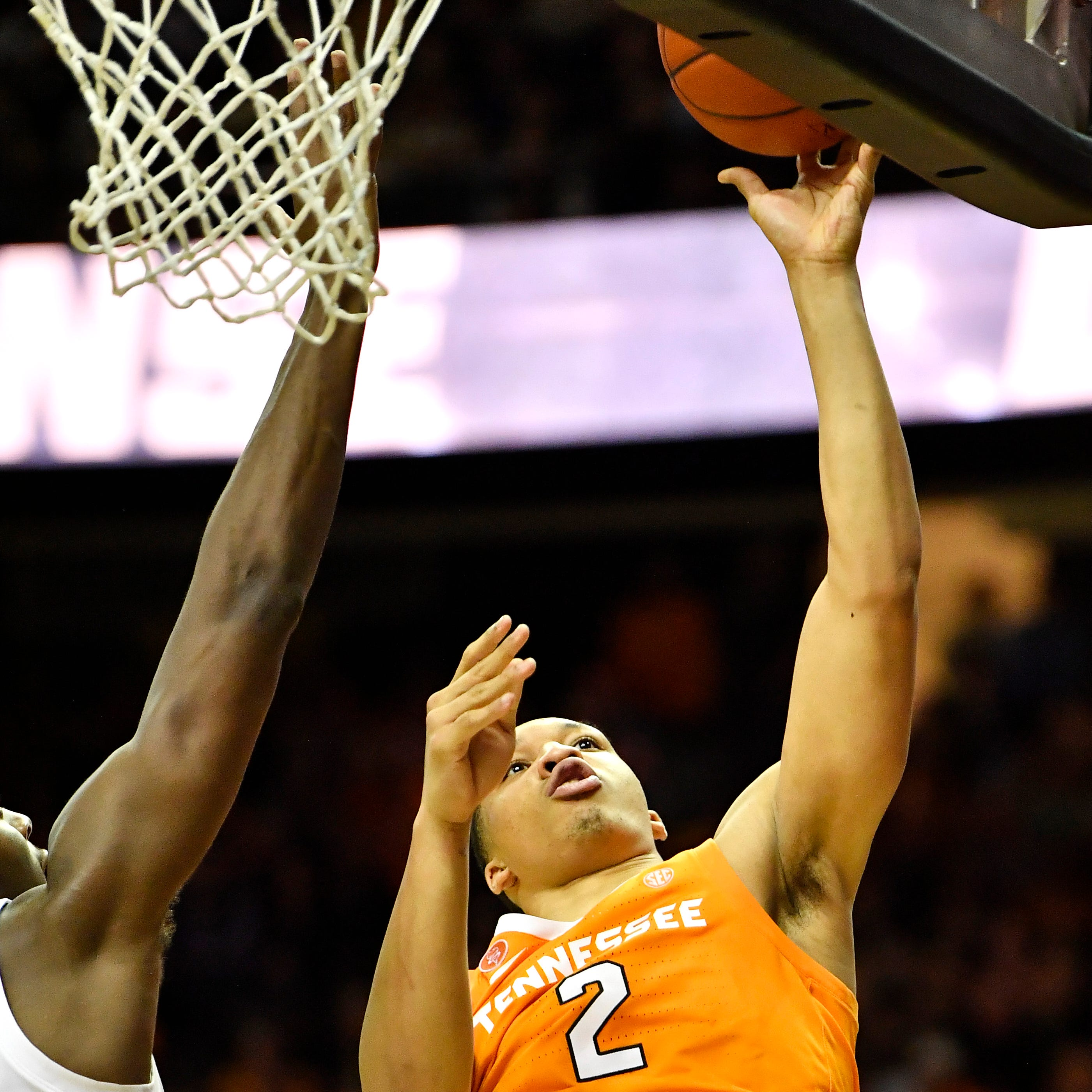Grant Williams' epic performance leads No. 1 UT Vols basketball to OT win at Vanderbilt