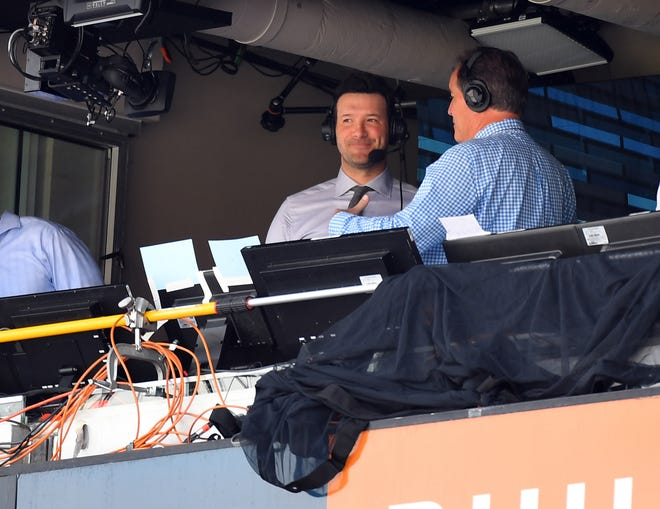 Tony Romo and Jim Nantz in the booth during a 2017 Tennessee Titans game against the Oakland Raiders.