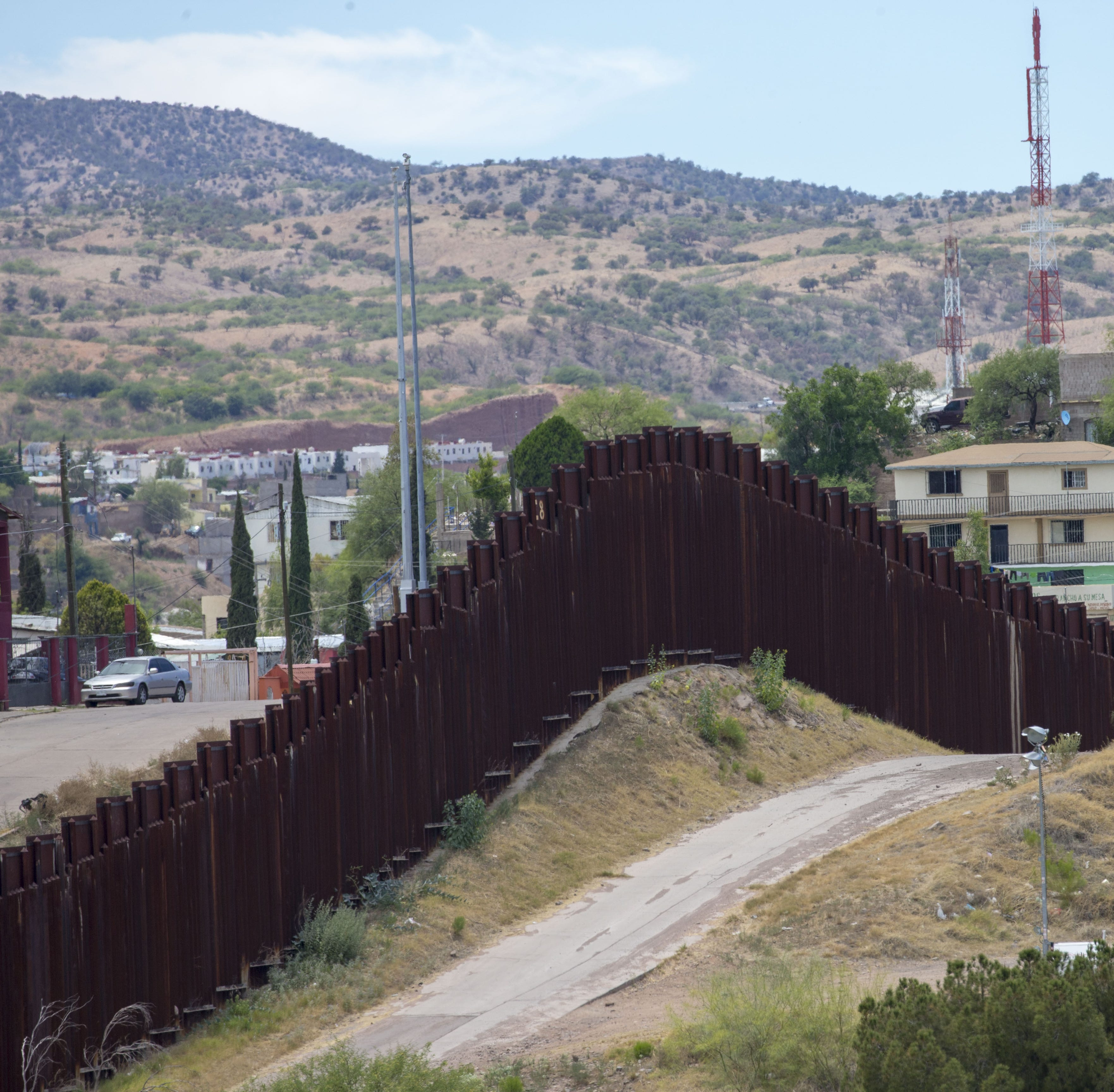 Migrant families apprehended in El Paso were transported, released in Tucson