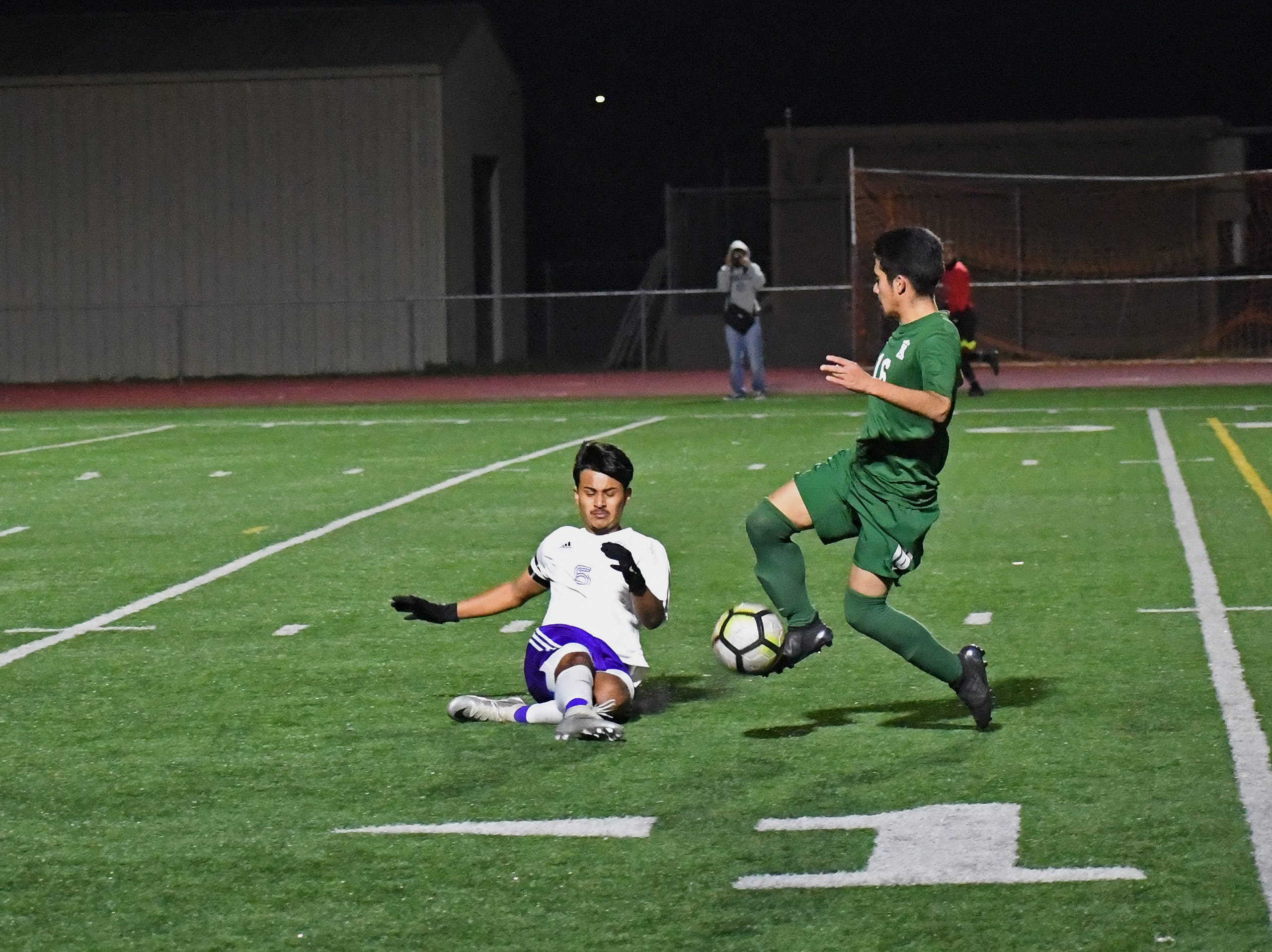 Alisal forward Orlando Juarez-Hernandez (16) tries to avoid a slide tackle.