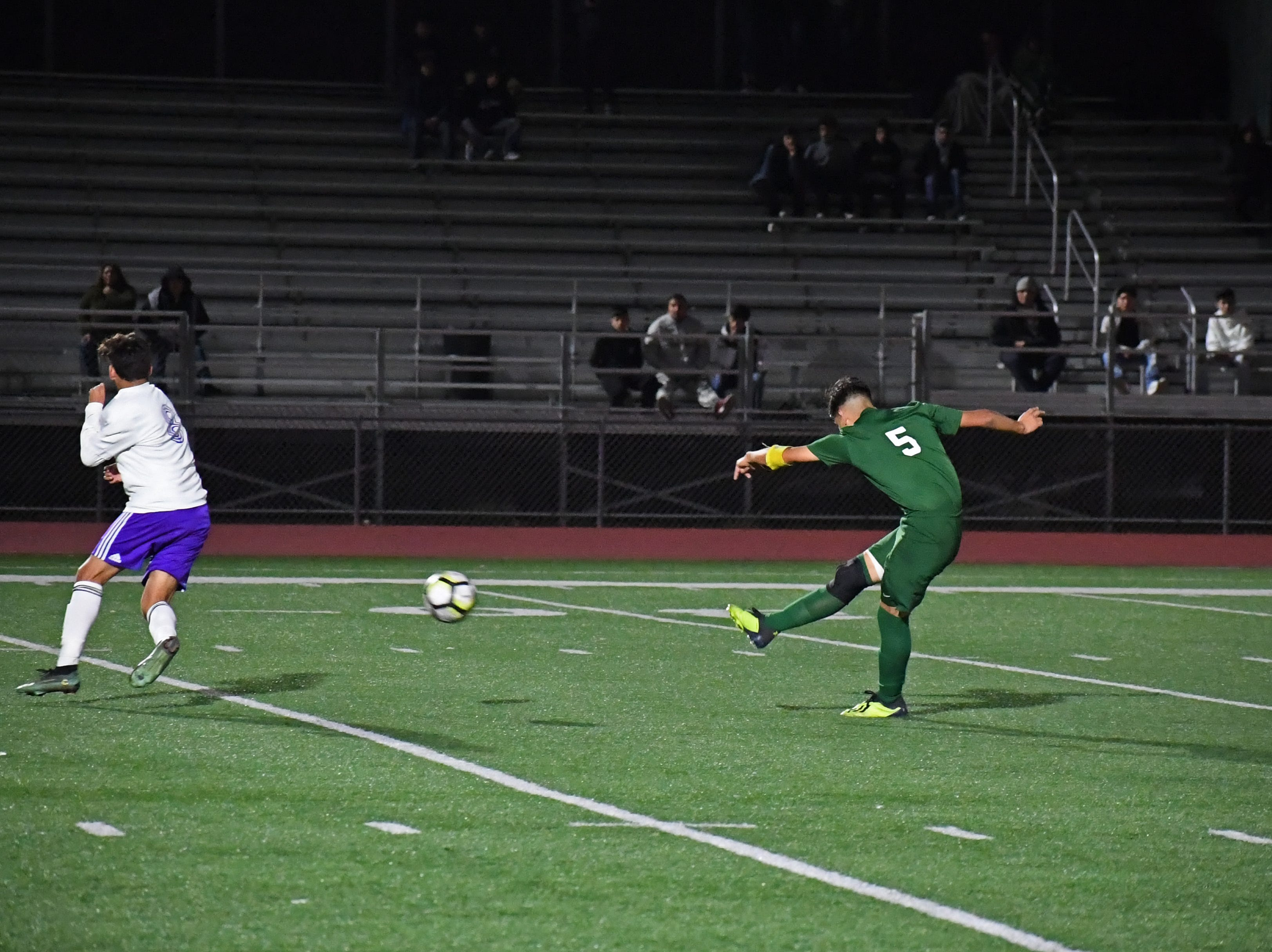 Alisal midfielder Osvaldo Avalos (5) shoots from inside 30 yards.