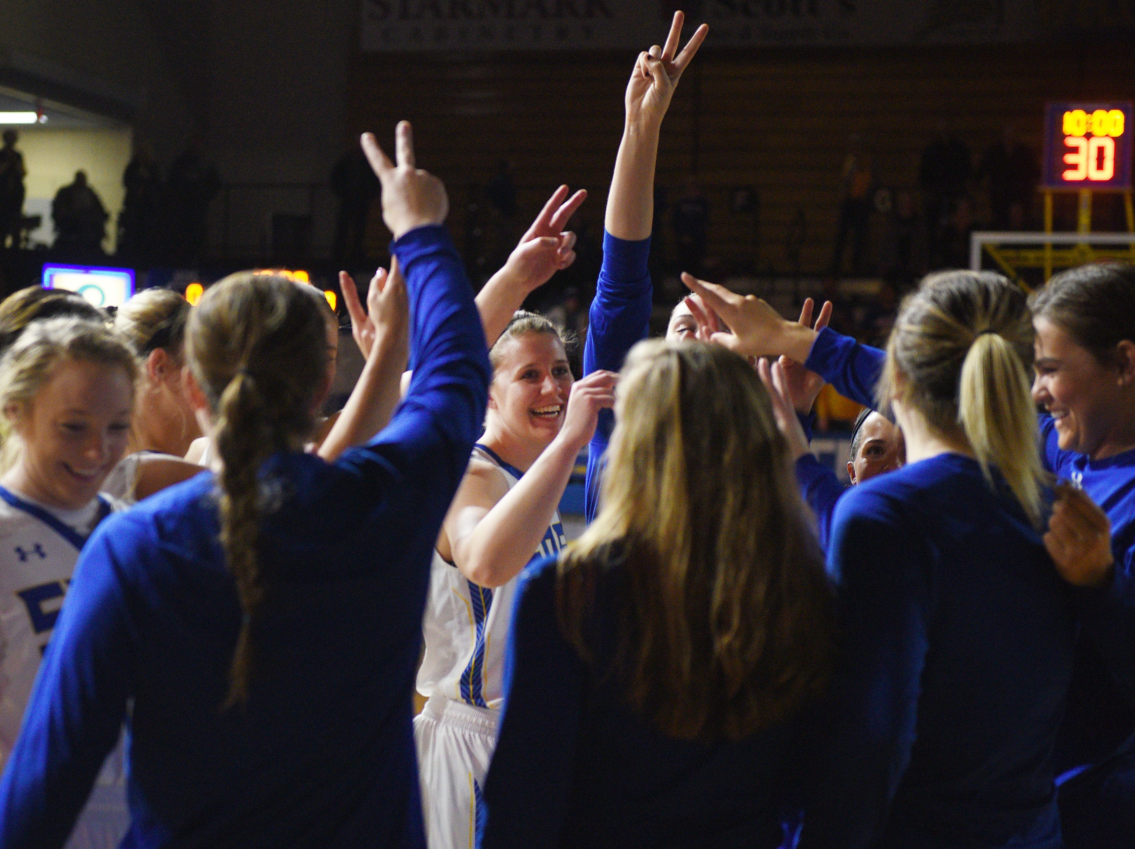 SDSU gets in a huddle before the game against NDSU Wednesday, Jan. 23, at Frost Arena in Brookings.
