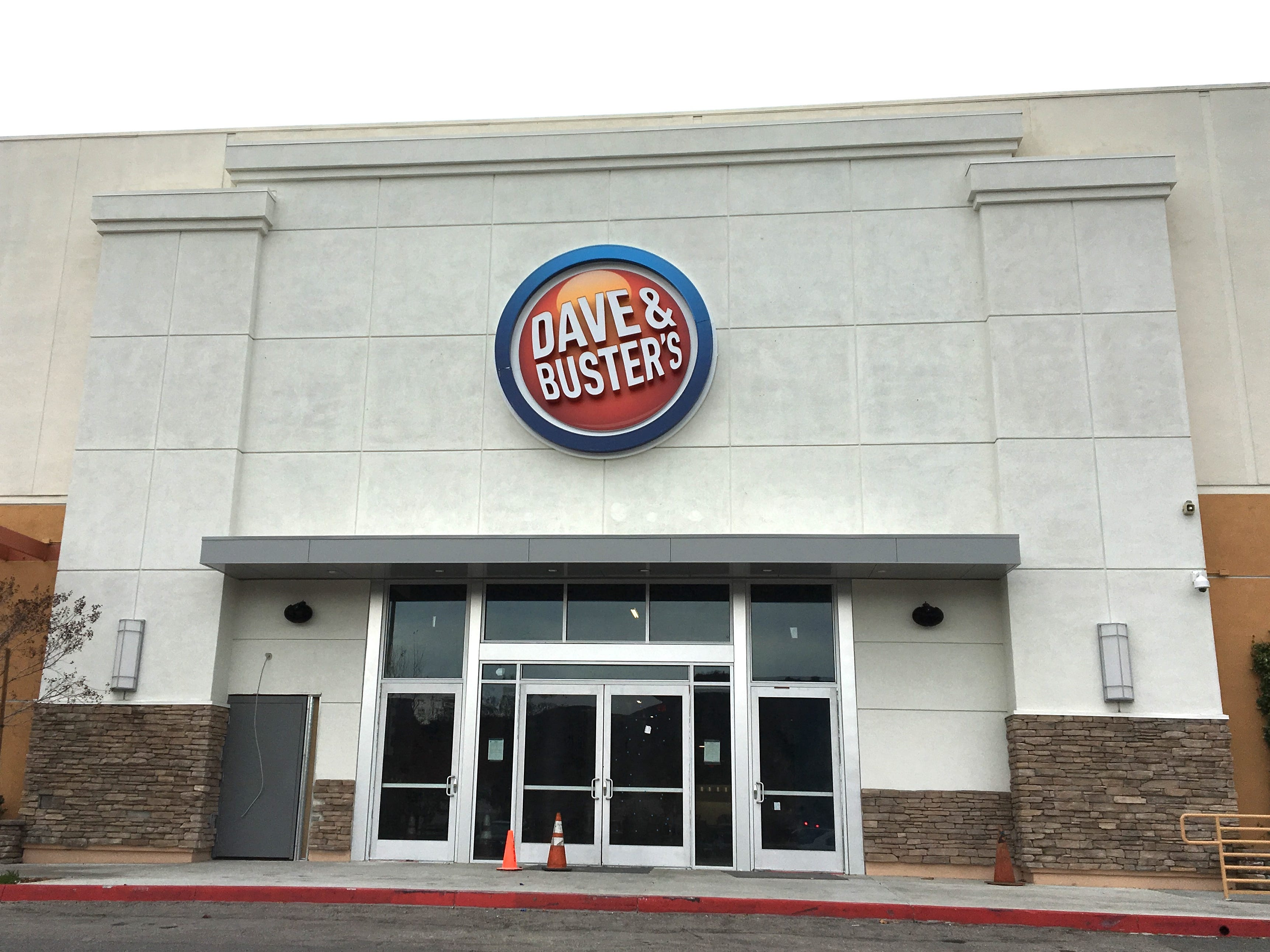 Opening March 4, Dave & Buster's is coming to Thousand Oaks at the former Sports Authority site in the Janss Marketplace. https://bit.ly/2SQRi7q