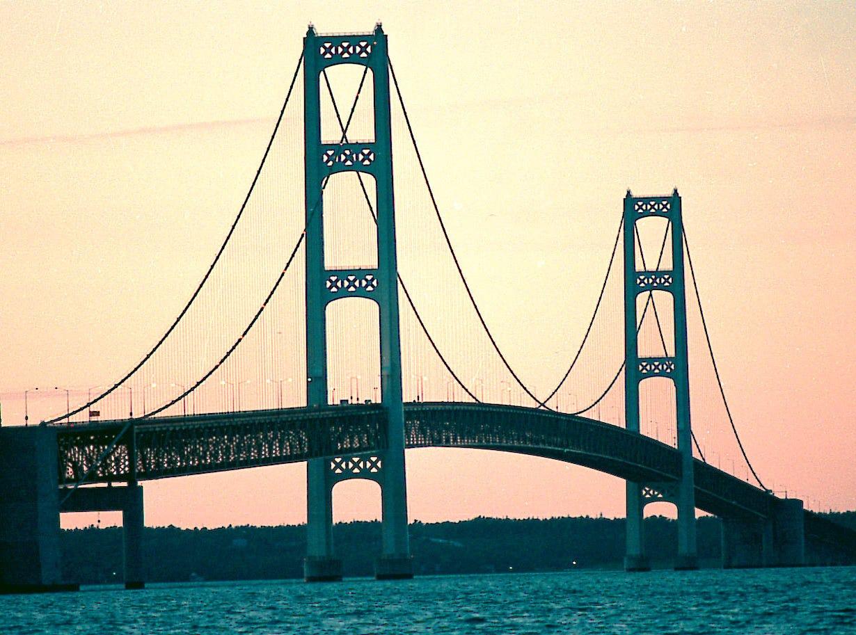 The Mackinac Bridge in Michigan. --- DATE TAKEN: rcd 10/99  No Byline   The Detroit News      MI  UNL    - unlimited reuse ORG XMIT: PX5910