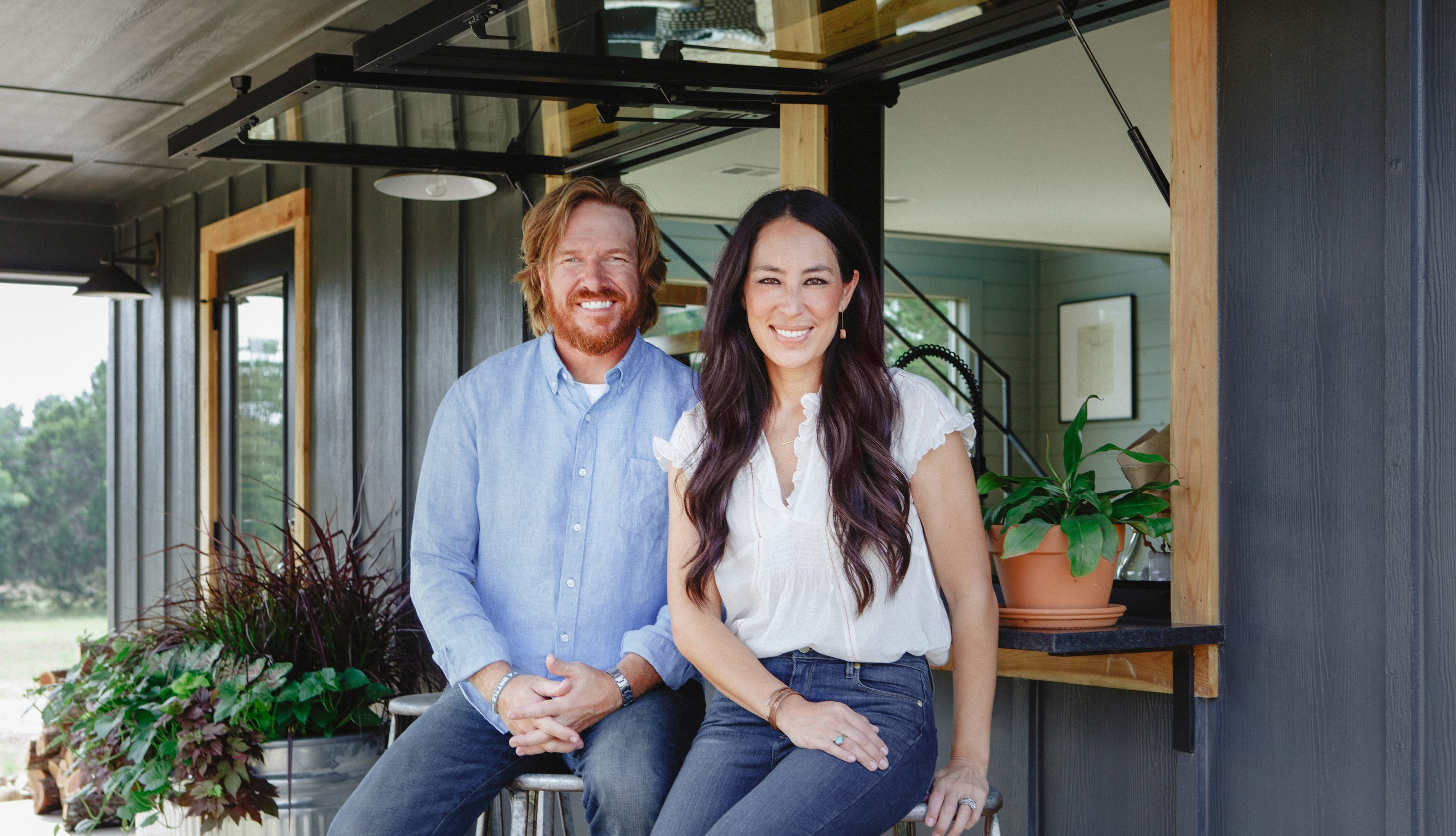 chip joanna gaines share adorable photos as baby crew gets a passport. Black Bedroom Furniture Sets. Home Design Ideas