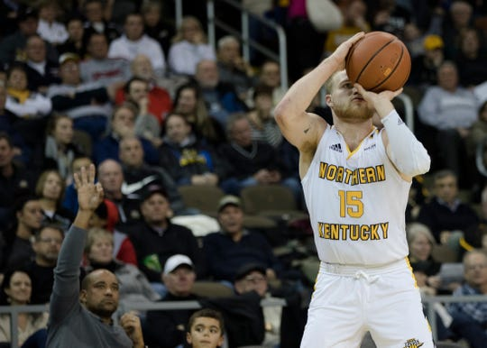 Tyler Sharpe led Northern Kentucky with 20 points and four 3-pointers in a loss to Illinois-Chicago.