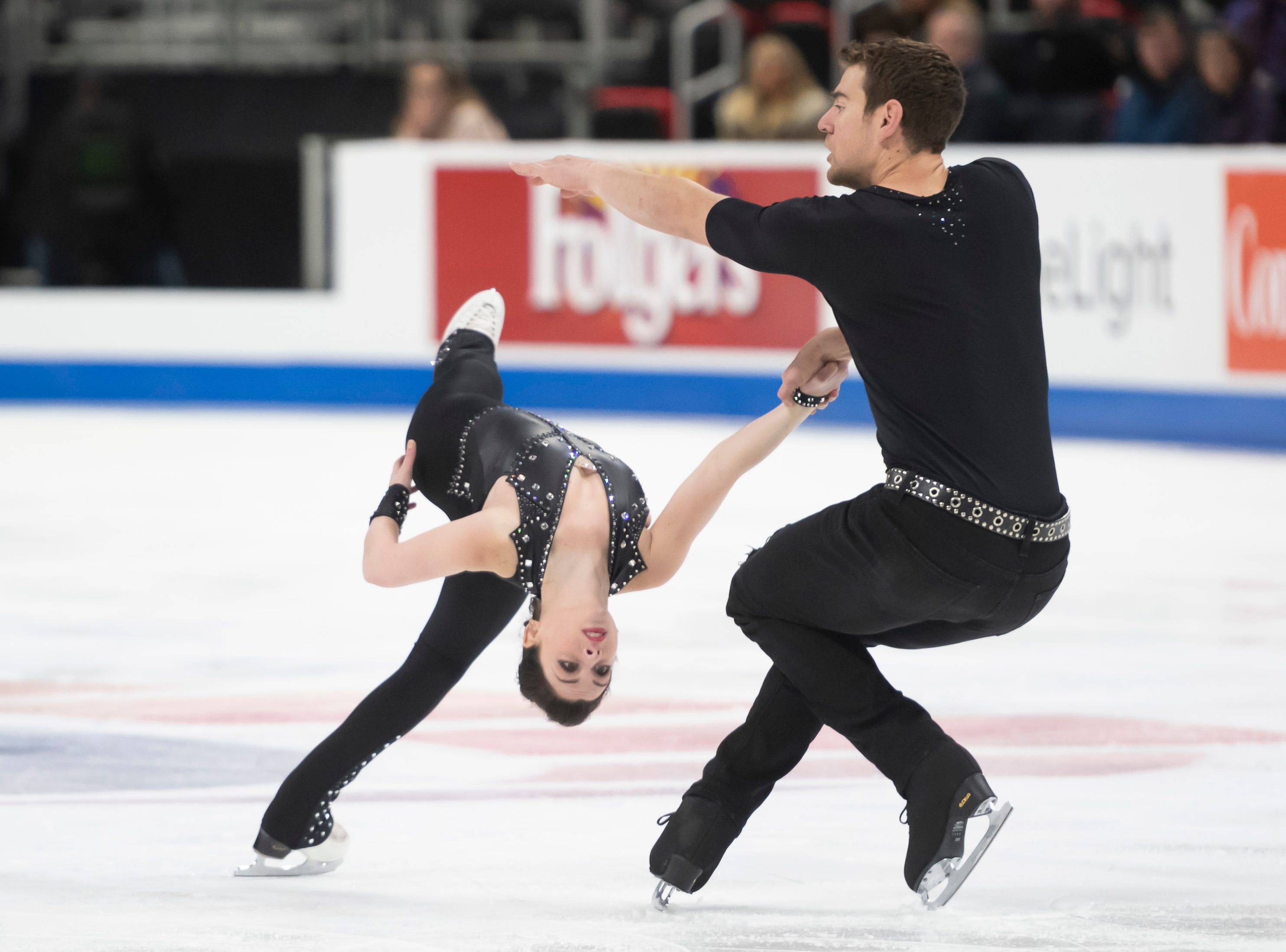Haven Denny and Brandon Frazier compete in the senior pairs short program.