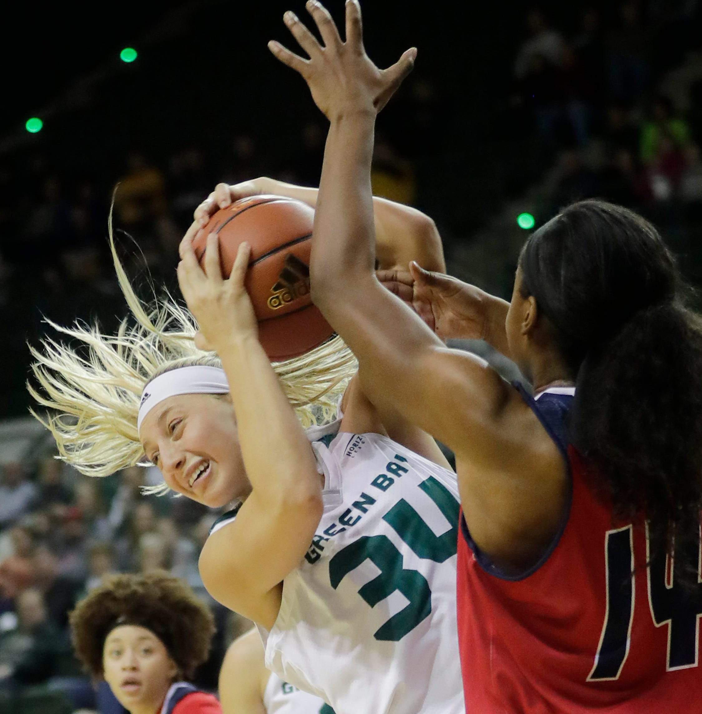 UWGB women: Mohns leads Phoenix to 1,000th win