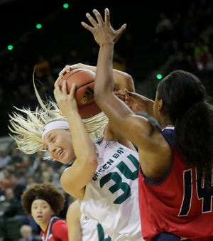 UWGB senior forward Carly Mohns is averaging 18.6 points in her last three games.