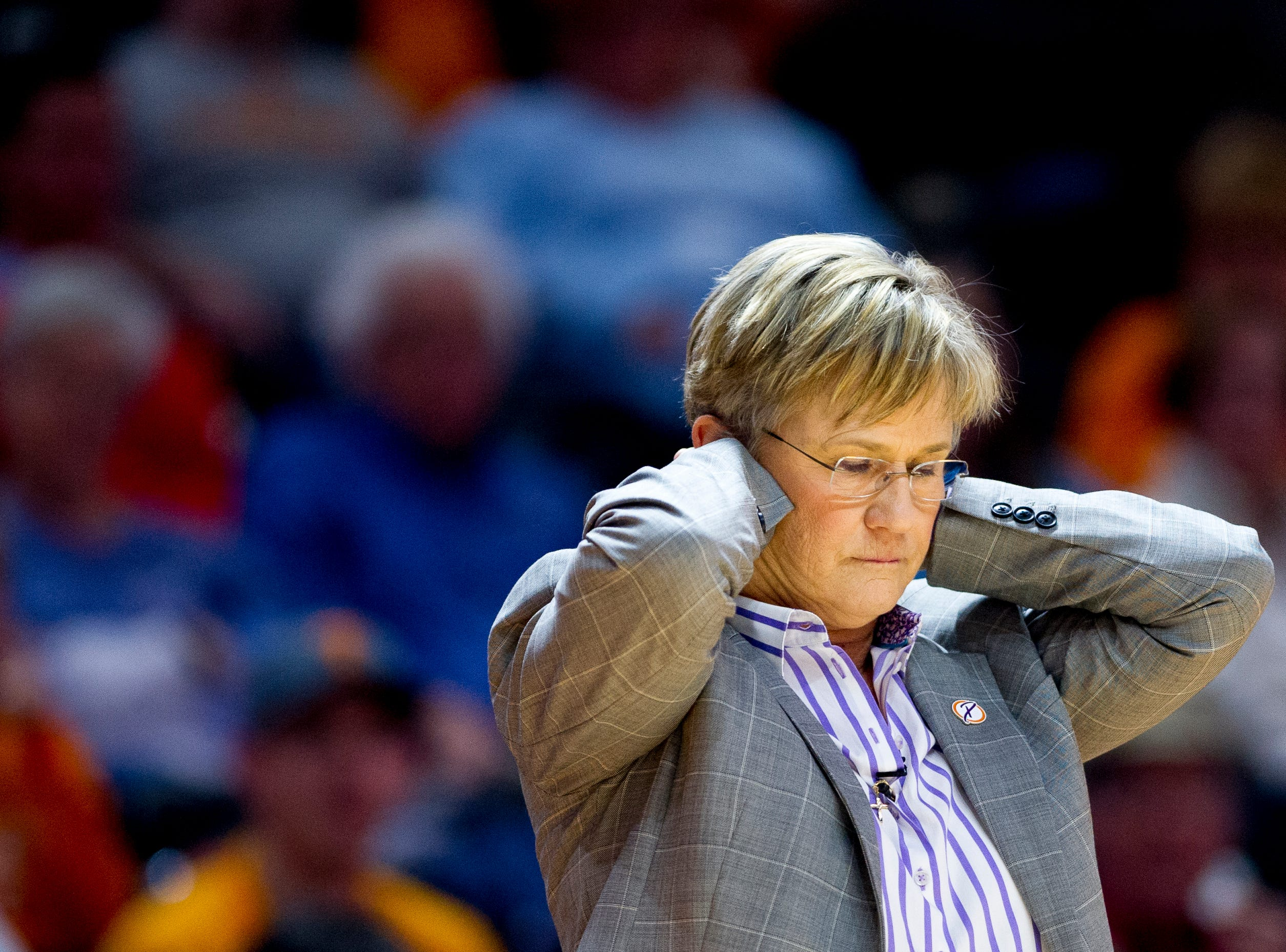 Tennessee Head Coach Holly Warlick reacts toward the end of the game during a game between Tennessee and Notre Dame at Thompson-Boling Arena in Knoxville, Tennessee on Thursday, January 24, 2019.
