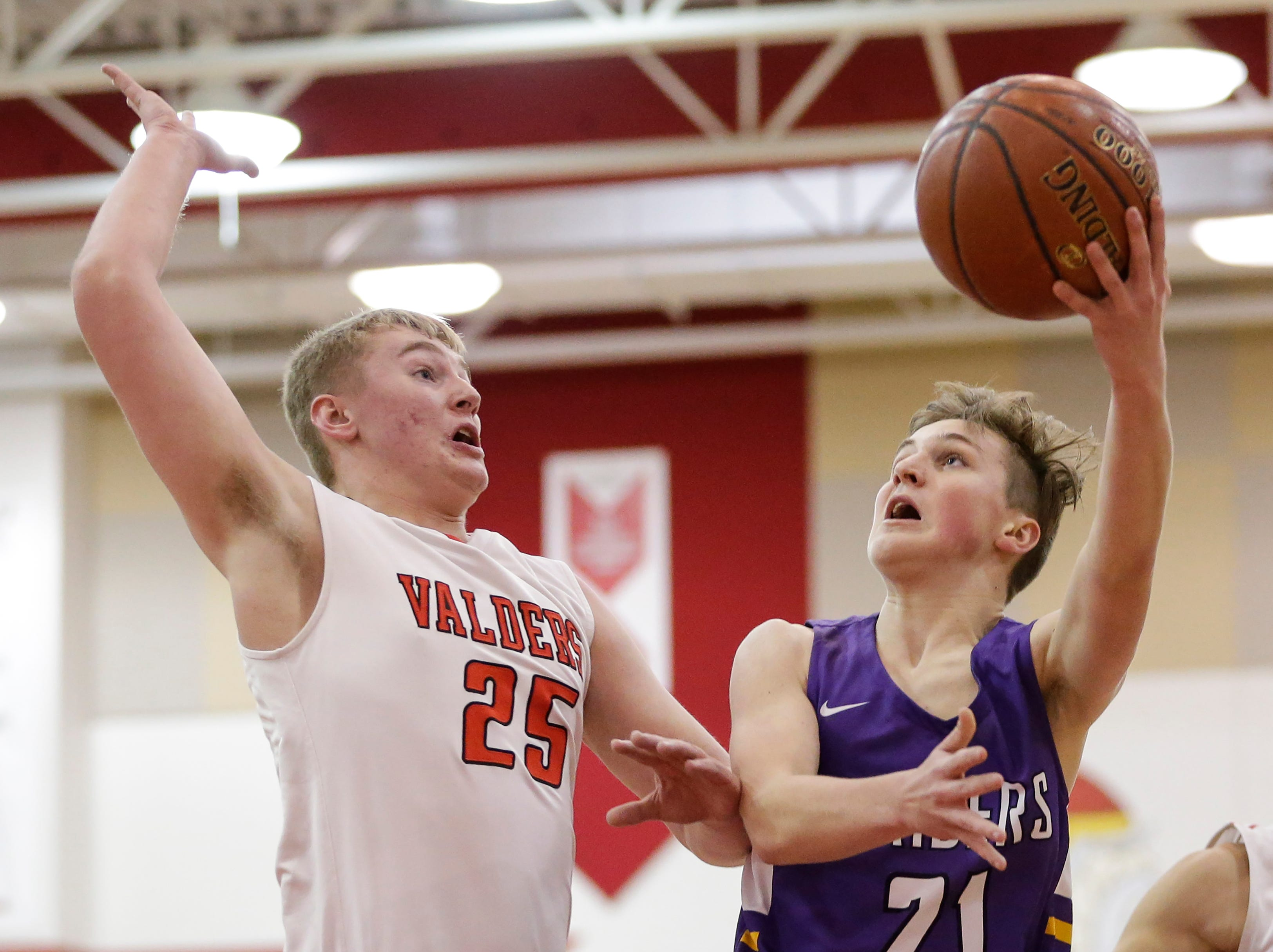 Two Rivers' Bryce Peterson (21) shoots against Valders's Ethen Lutzke (25) at Valders High School Thursday, January 24, 2019, in Valders, Wis. Joshua Clark/USA TODAY NETWORK-Wisconsin