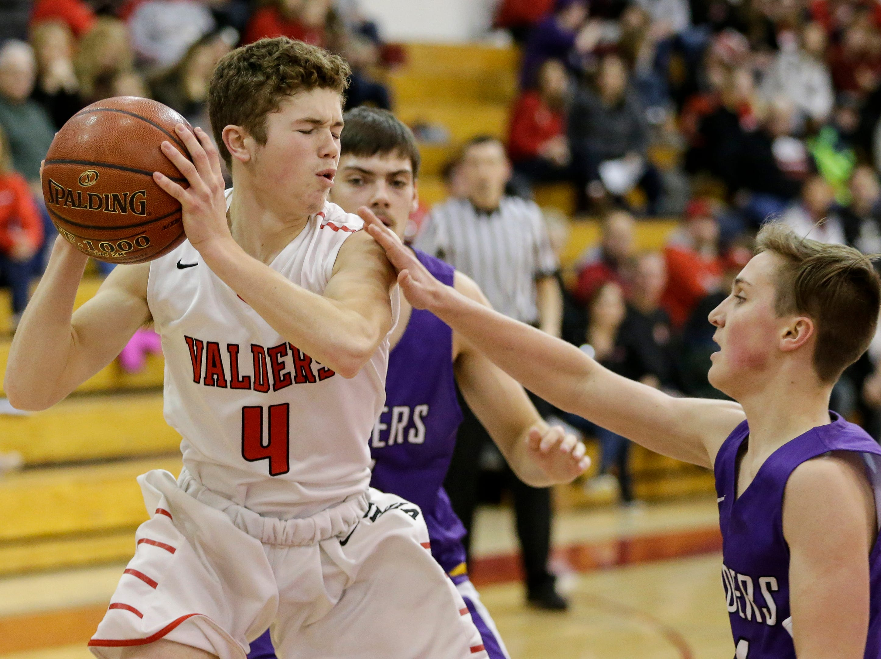 Valders' Nate Griepentrog rebounds against Two Rivers at Valders High School Thursday, January 24, 2019, in Valders, Wis. Joshua Clark/USA TODAY NETWORK-Wisconsin