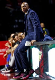 Memphis head coach Penny Hardaway looks on during action against Temple in Philadelphia, Thursday, January 24, 2019.