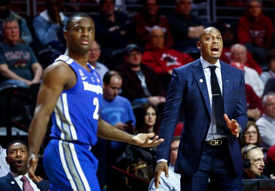 Memphis head coach Penny Hardaway (right) reacts to an officials foul call during action against Temple in Philadelphia, Thursday, January 24, 2019.